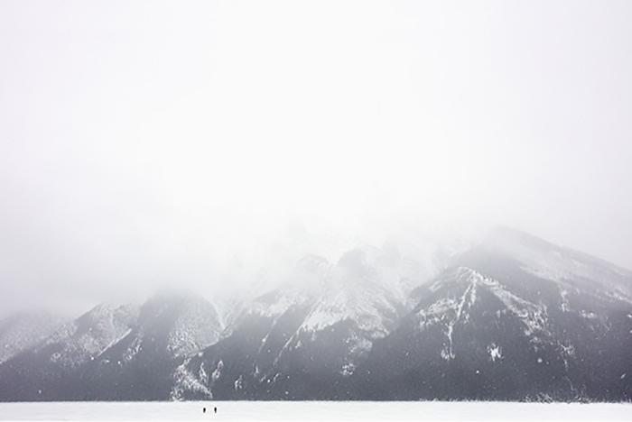 """Walking to mountain,  2017, Édition de 3 Impression au jet d'encre et peinture à l'huile, 30 x 44 """""""