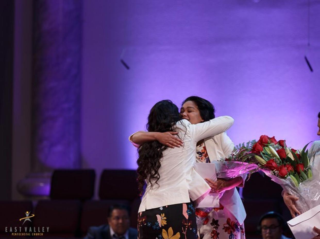 Conéctese y crezcamos juntas - Nuestra conexión con Dios es de suma importancia. A través de la oración, devocionales, Estudios Bíblicos y retiros Espirituales, nuestra relación con Dios crece. La relación de convivio unas con otras, como mujeres cristianas nos ayuda a estar más unidas y a ayudarnos mejor.