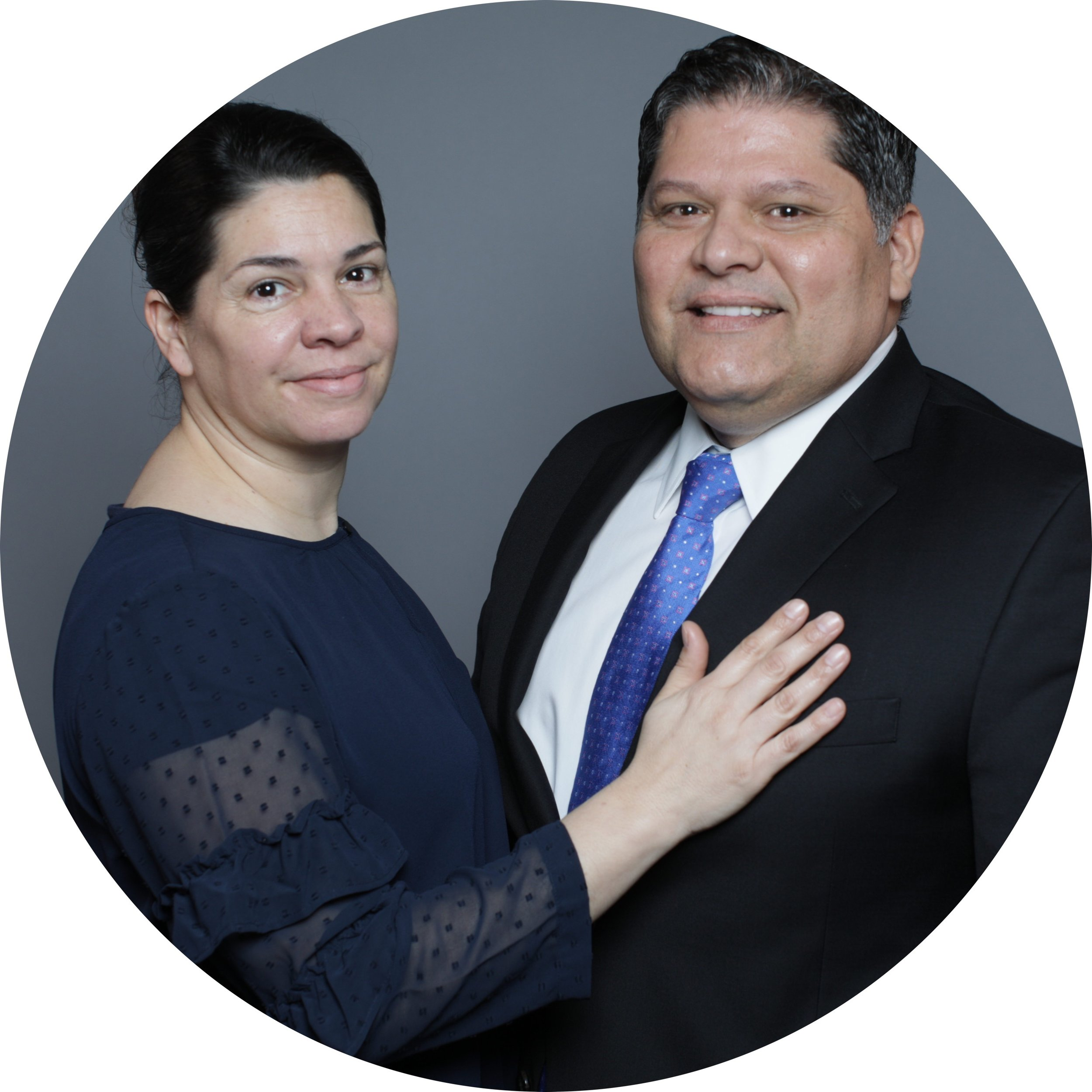 Pastor Hispano - Manuel Fernandez & Romina Fernandez