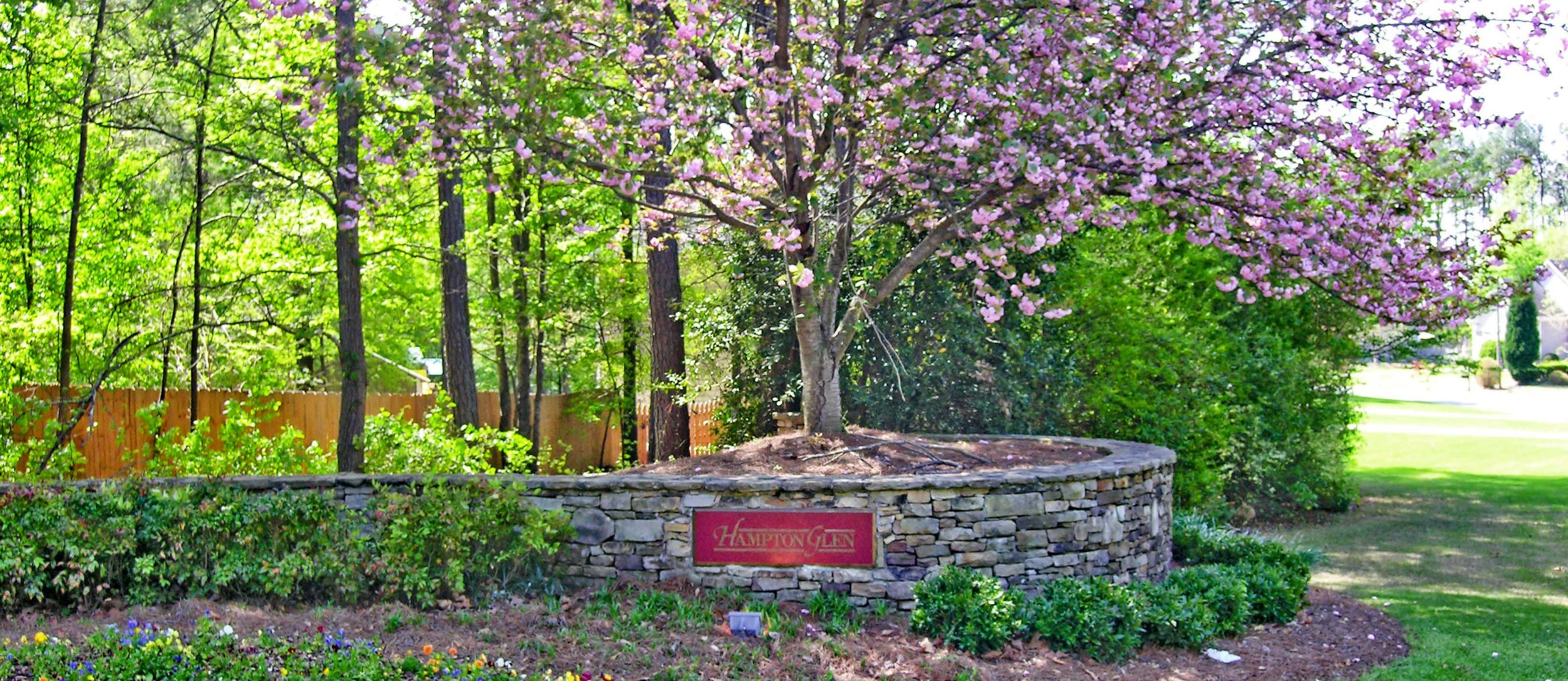 History - Hampton Glen is a small community of friendly neighbors, consisting of 181 homes. The subdivision was built by Traton Homes between 1989 and 1991. Hampton Glen offers close proximity to downtown Marietta and is a short drive to I-75 and the Town Center Mall. We are located just southwest of the Kennesaw Mountain Battlefield in Marietta, GA.