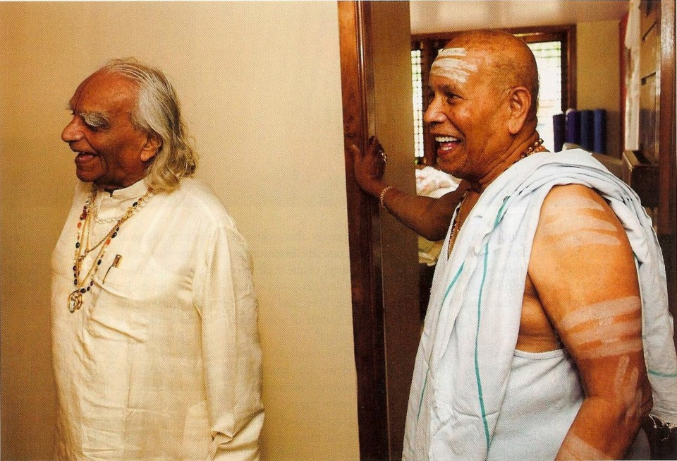 BKS Iyengar (left) and Sri K Pattabhi Jois (right). Two of the most influential yoga students of T. Krishnamacharya.