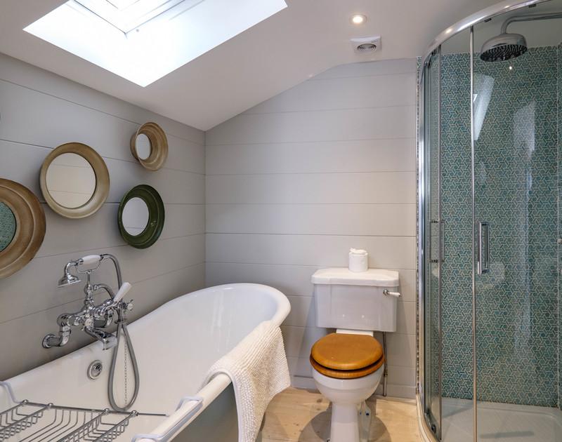 old-farm-daymer-bay-cornwall-king-bedroom-ensuite-bathroom.jpg