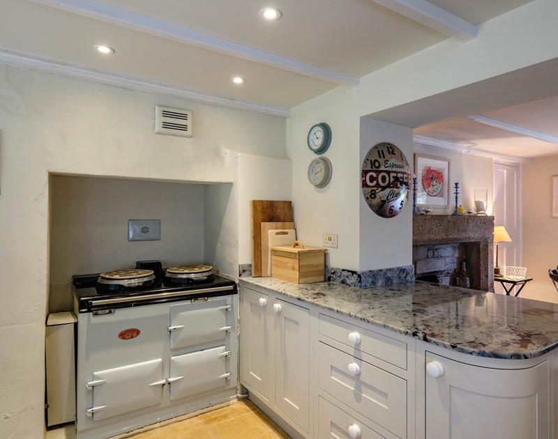 old-farm-daymer-bay-cornwall-kitchen-diner.jpg