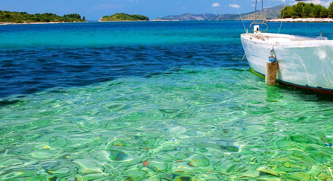 ISLAND HOPPING AROUND CROATIA ON A YACHT -