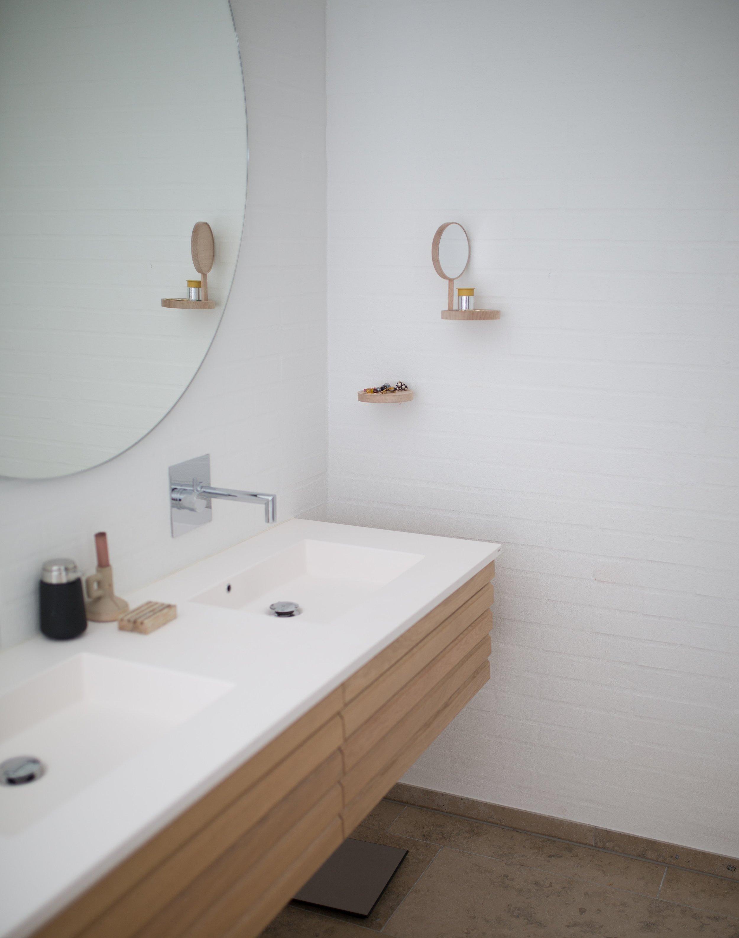bathroom-faucet-indoors-1358910.jpg