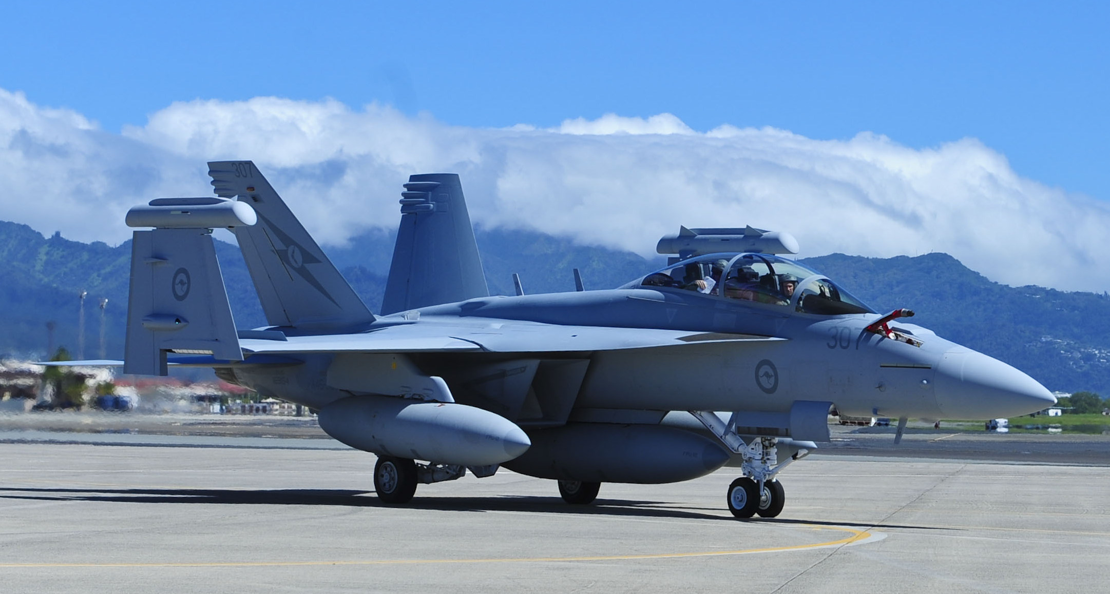 Australian_EA-18G_at_Joint_Base_Pearl_Harbor-Hickam_in_2017.jpg