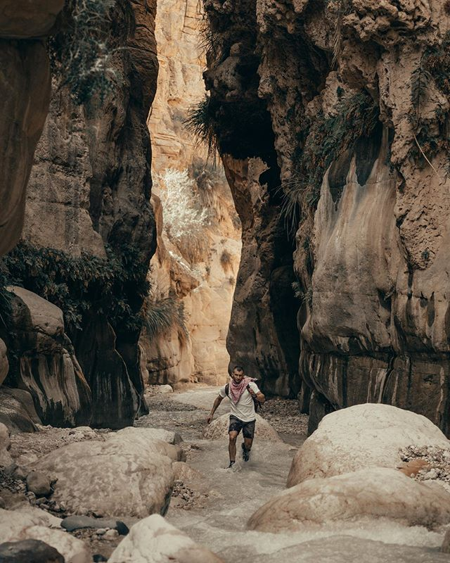 Our drive for adventures has taken us to some extraordinary places. Some surprised us much more than others. One of those rare gems, we found in Jordan 🇯🇴 🧗♂️ #visitjordan  #beautifuldestinations  #travelerlife  #indianajones  #wadi  #adventuretime