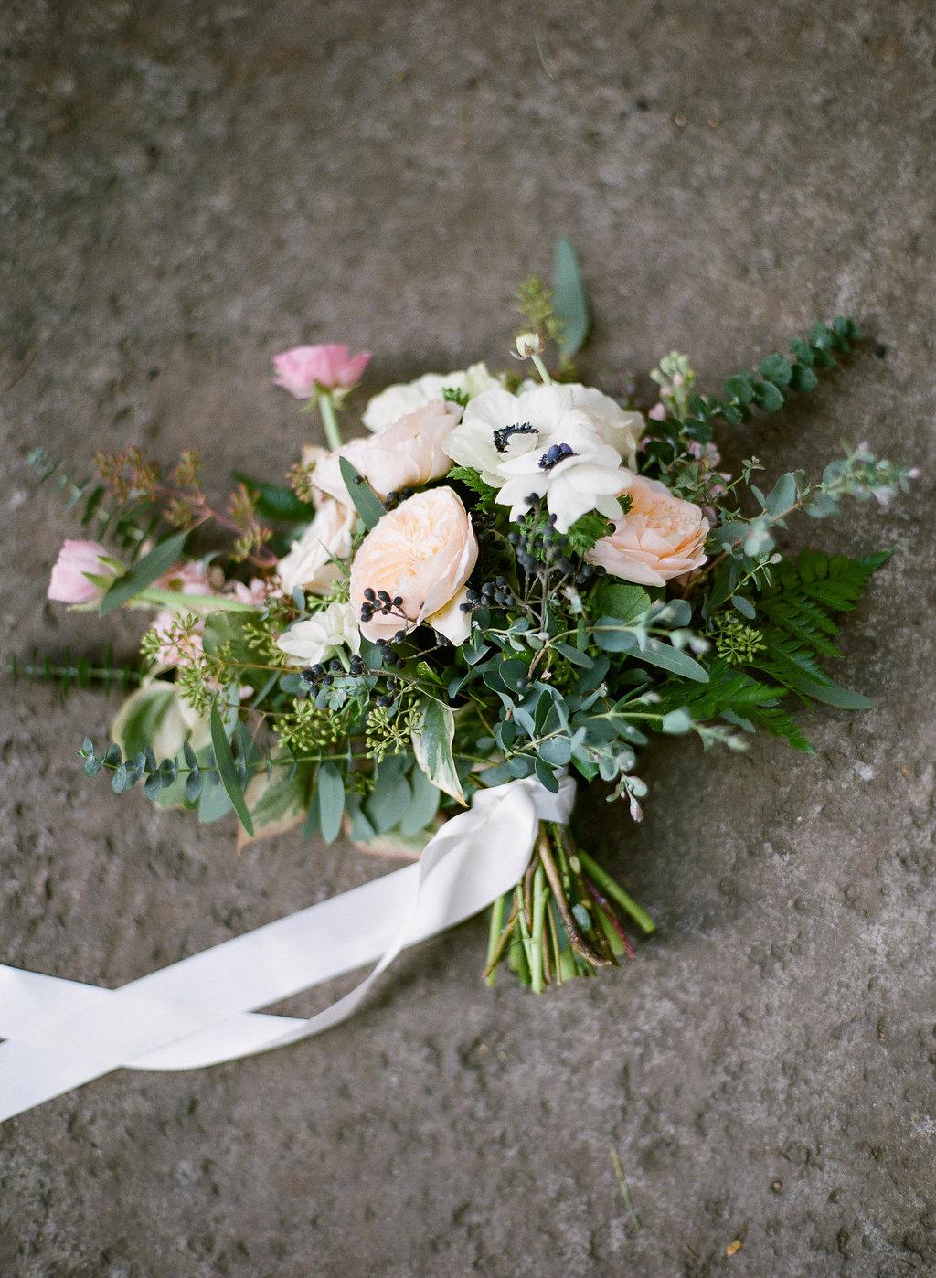 romantic_bridal_bouquet_Wine_and_Roses_Lodi.jpg