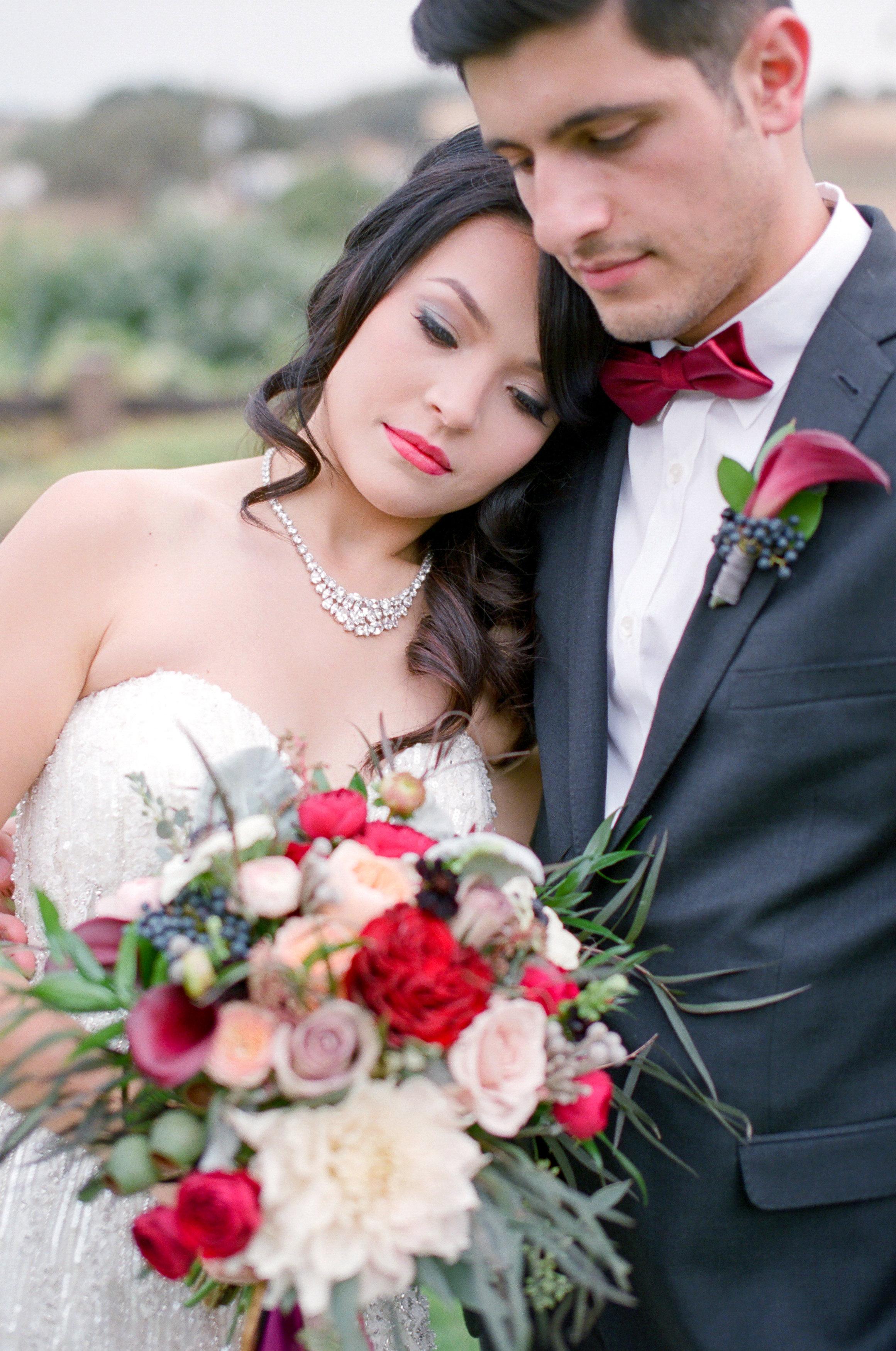 Amador_County_Wedding_Bridal_Bouquet_Groom_Boutonniere_Posing_Rancho_Victoria_Vineyard_Northern_California.jpg