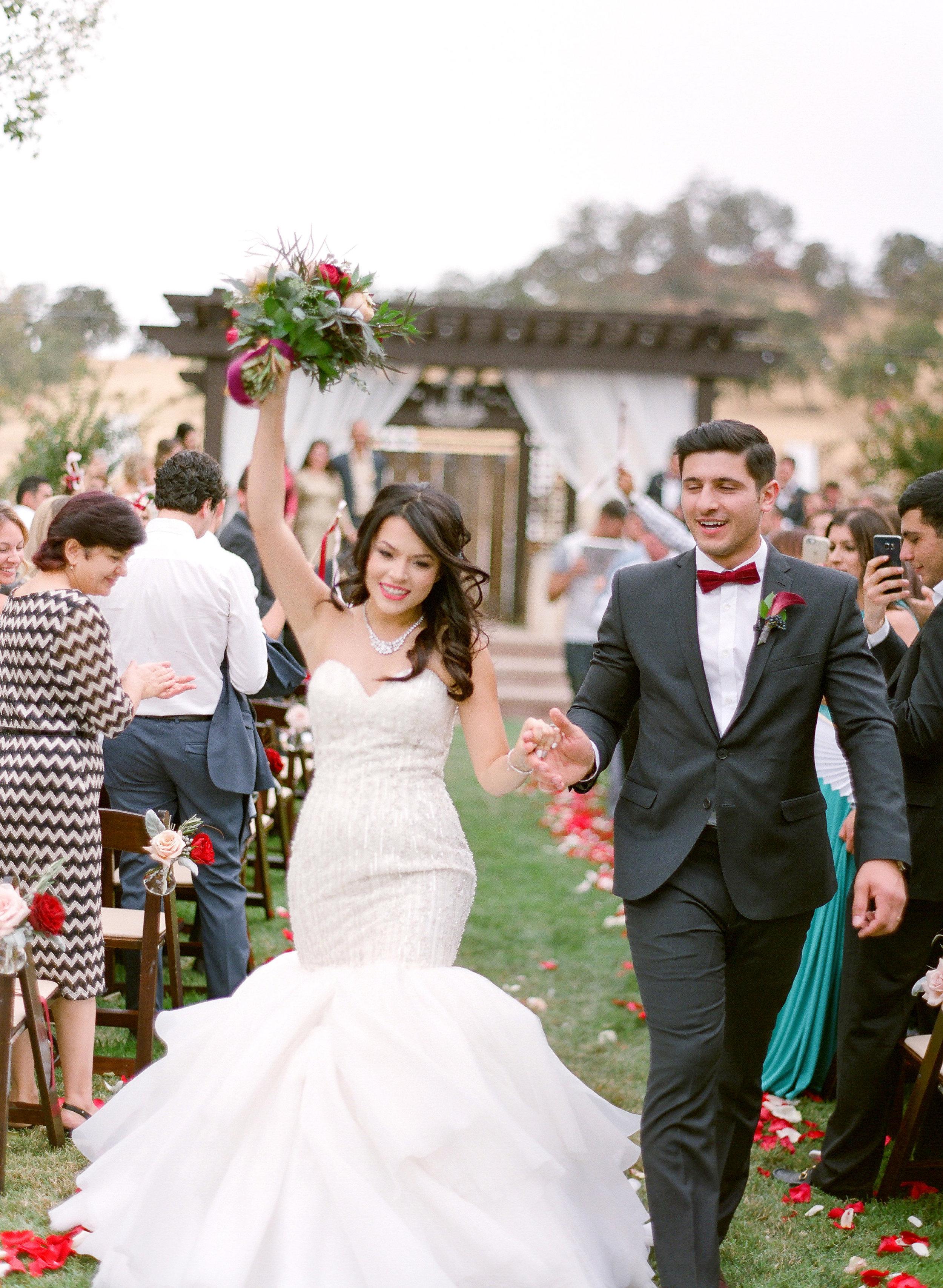 Amador_County_Wedding_Bride_Groom_Bouquet_Aisle_Rancho_Victoria_Vineyard_Northern_California.jpg