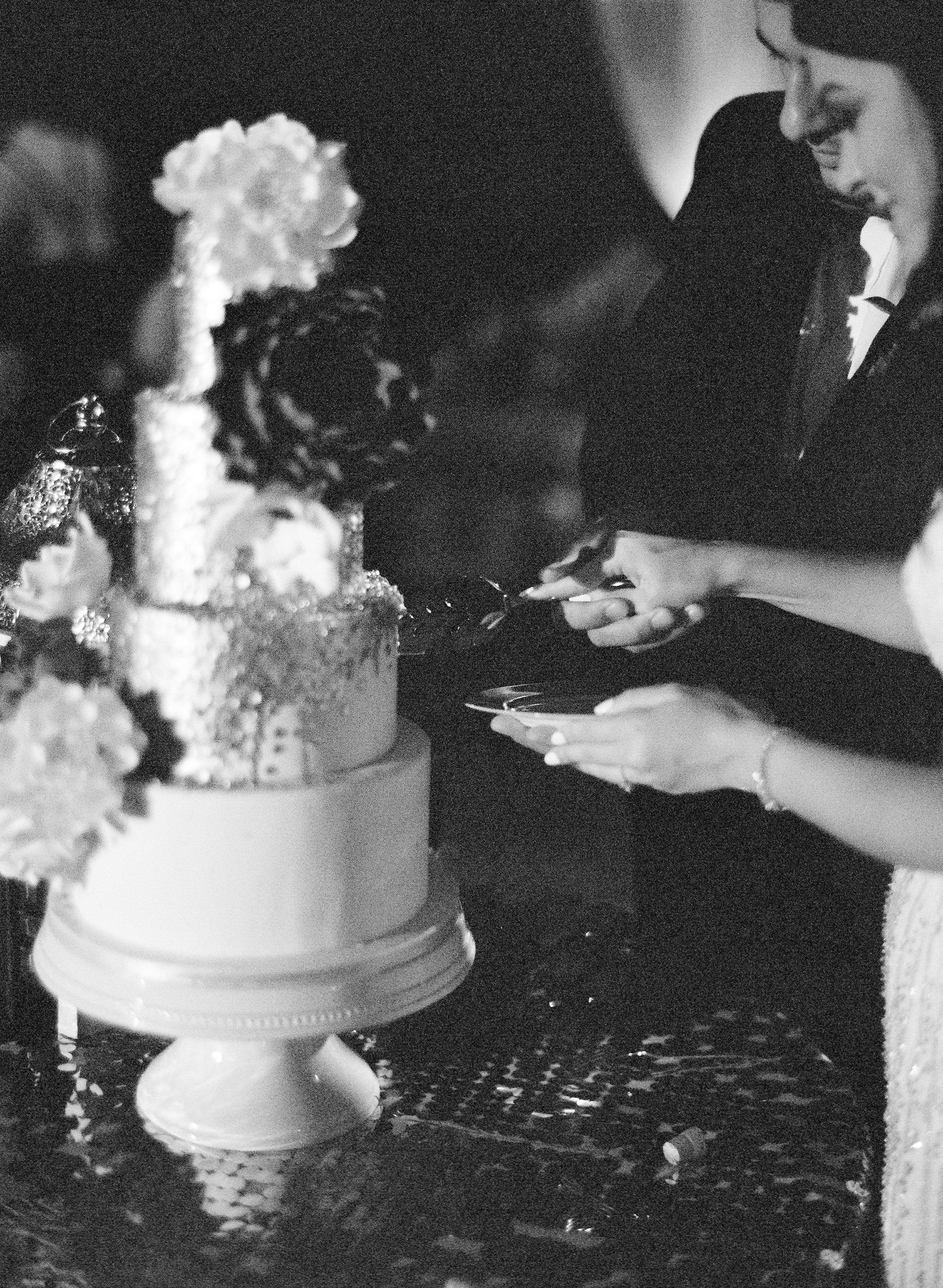 Amador_County_Wedding_Bride_Groom_Cake_Cutting_Rancho_Victoria_Vineyard_Northern_California.jpg