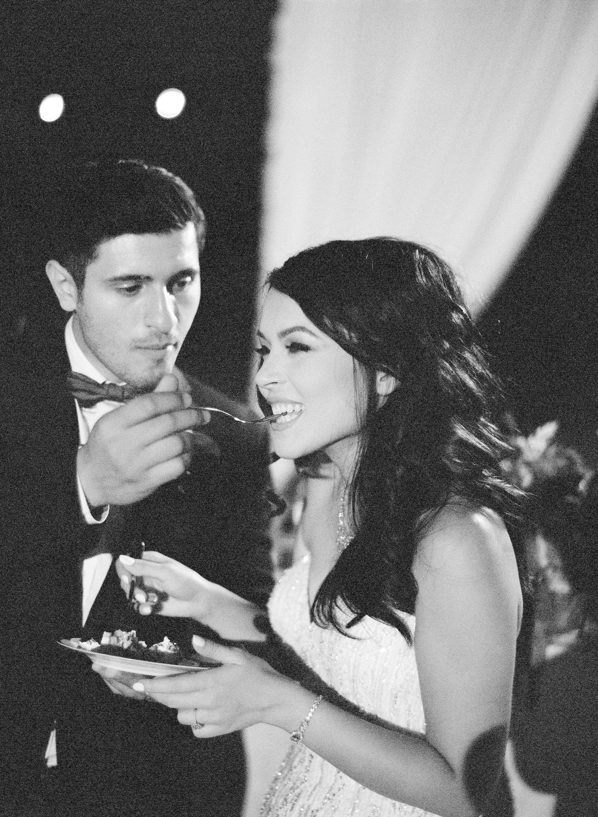Amador_County_Wedding_Cake_Couple_Romantic_Rancho_Victoria_Vineyard_Northern_California.jpg