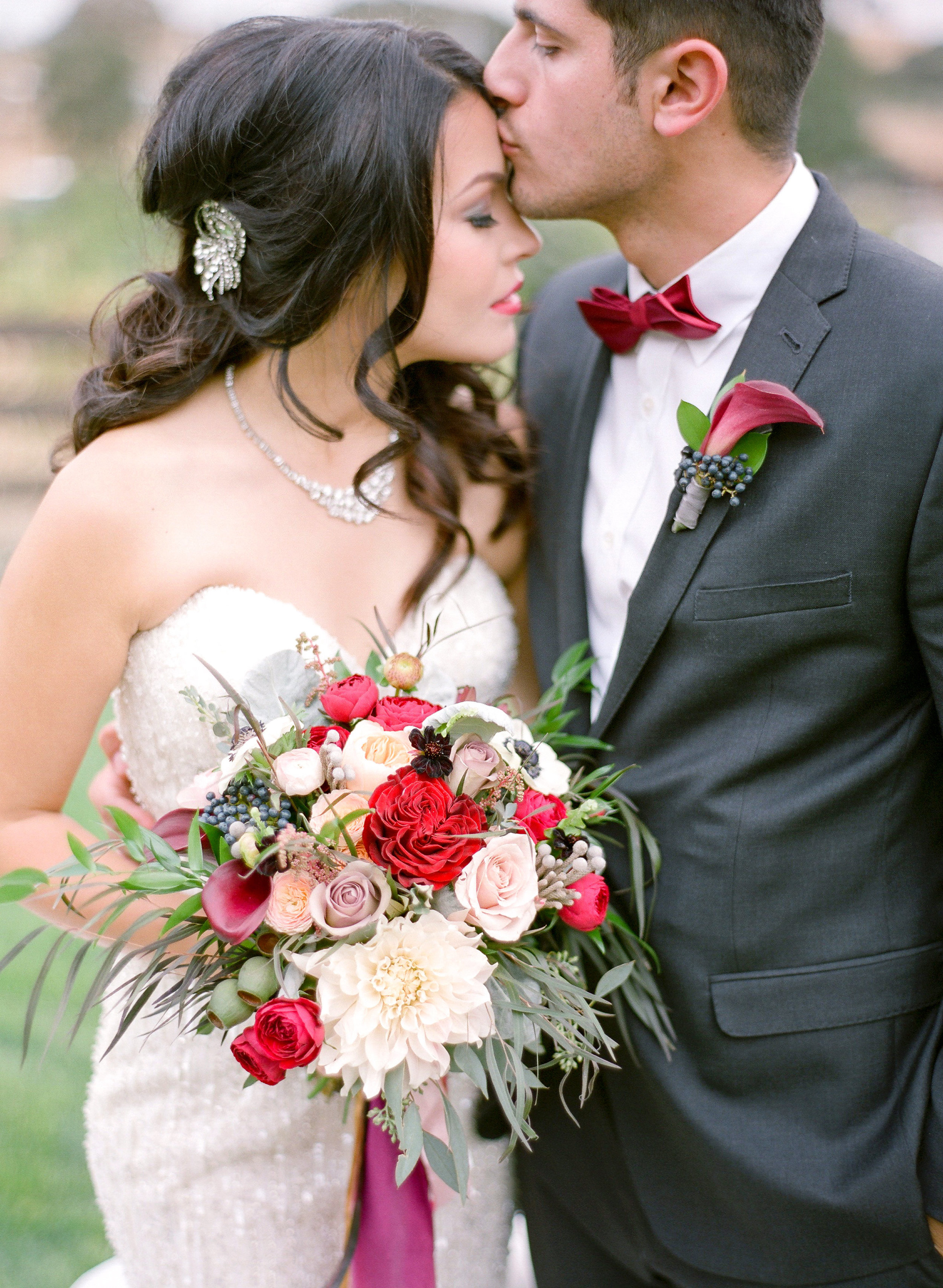 Amador_County_Wedding_Couple_Kiss_Bouquet_Boutonniere_Rancho_Victoria_Vineyard_Northern_California.jpg