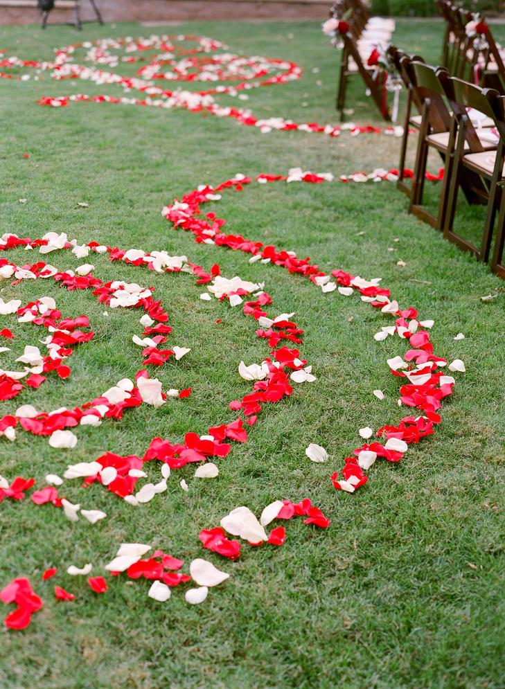 rose_aisle_petals_rancho_victoria_vinyards.jpg