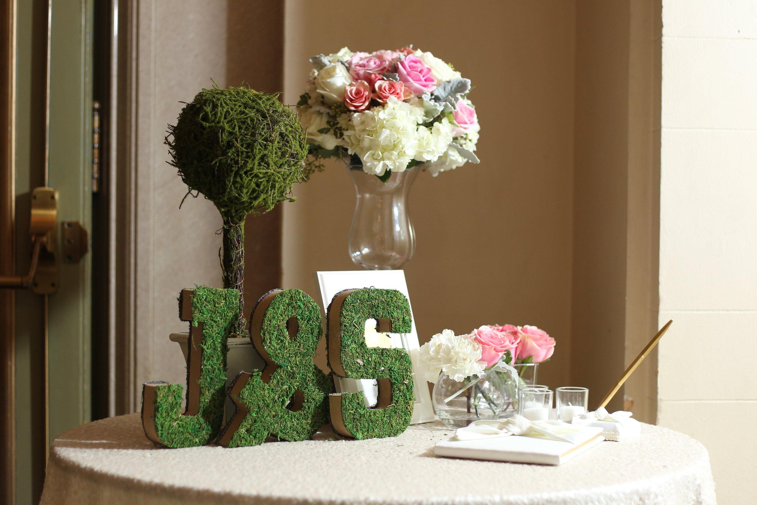 Blush_sign-in_table_arrangement.JPG