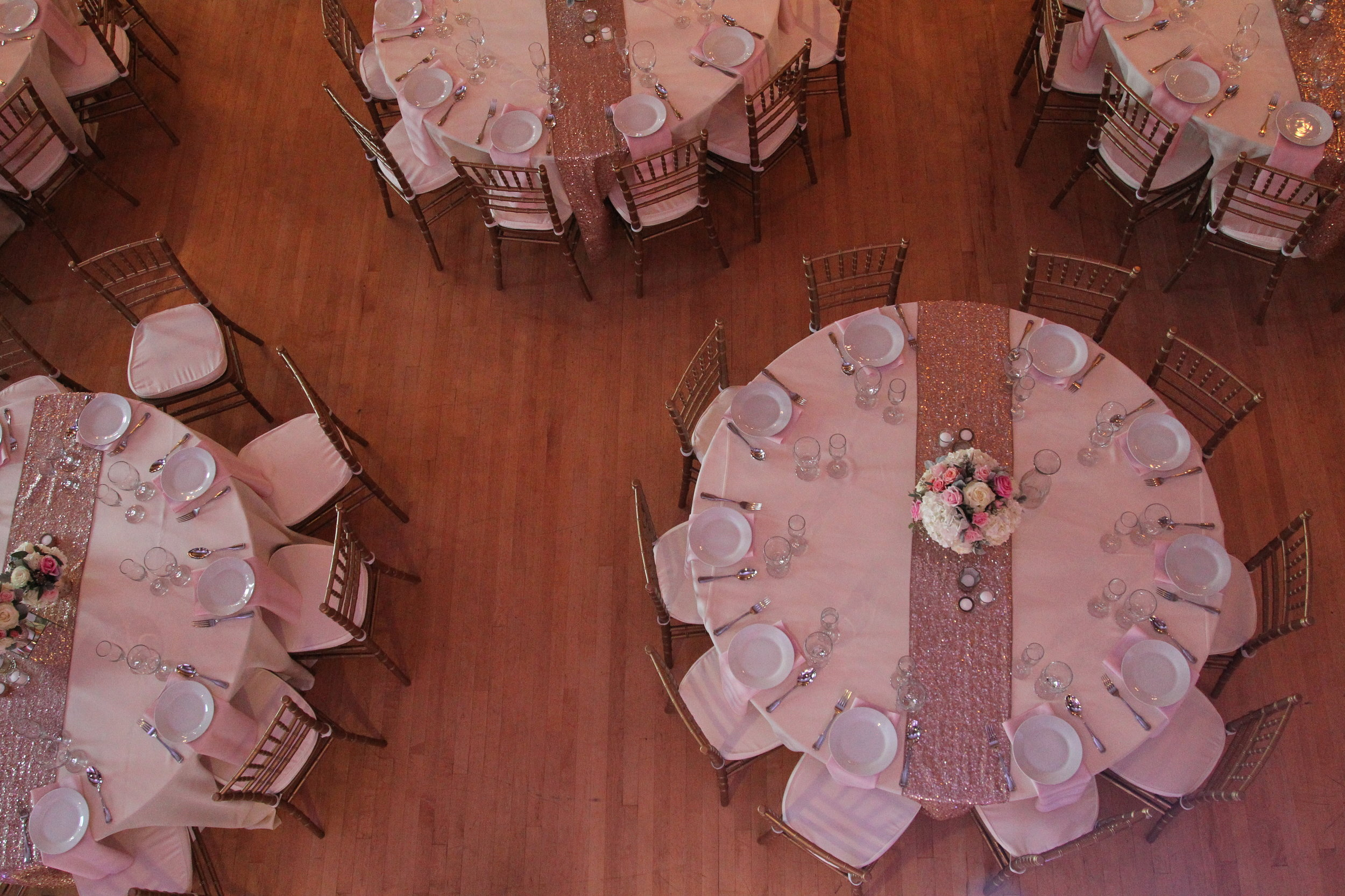table_setting_blush_centerpiece.JPG