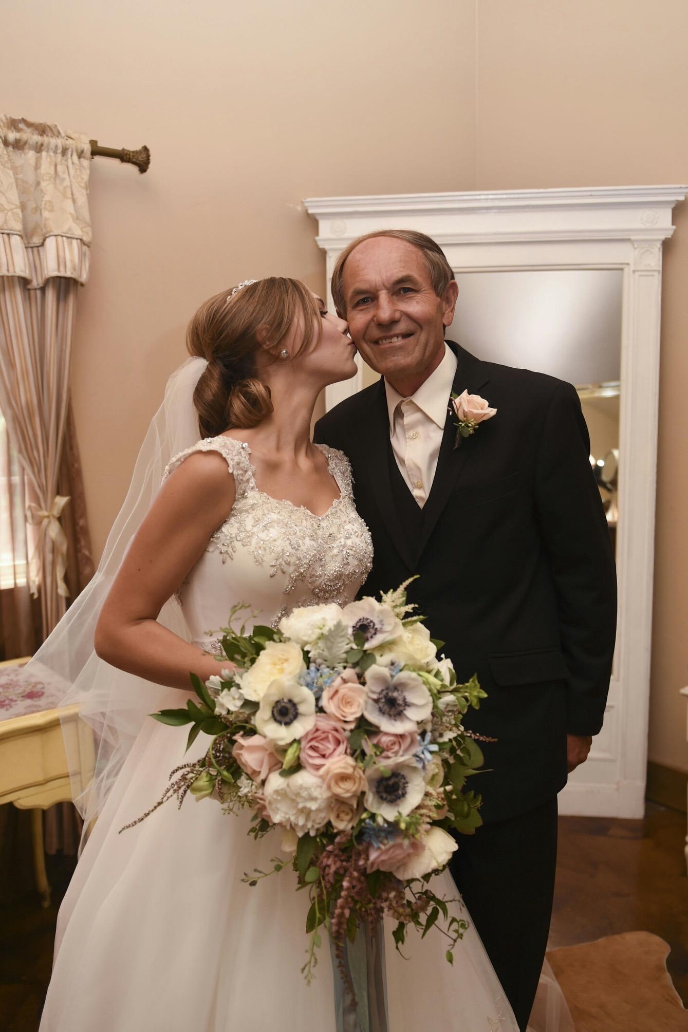 bridal_bouquet_father_newcastle_wedding_gardens_violette_fleurs.jpg