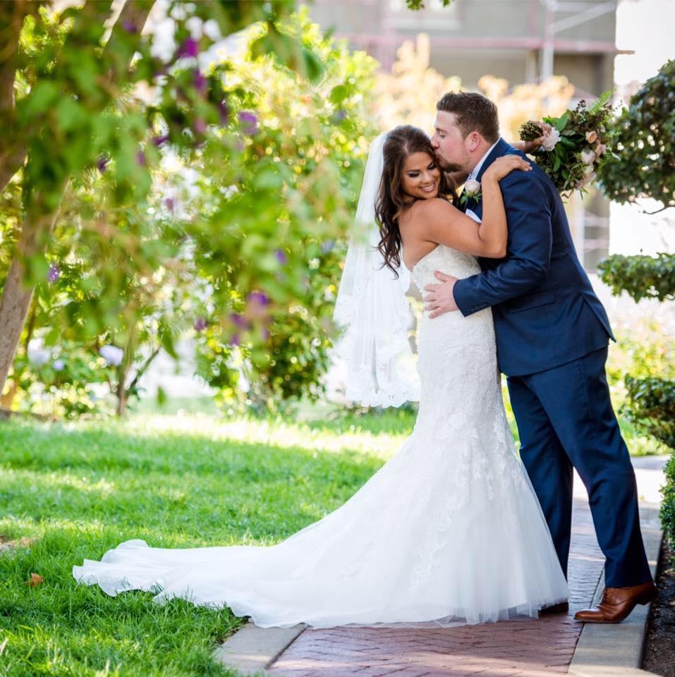 Bride_Groom_Vizcaya_Sacramento_Violette_Fleurs.jpg