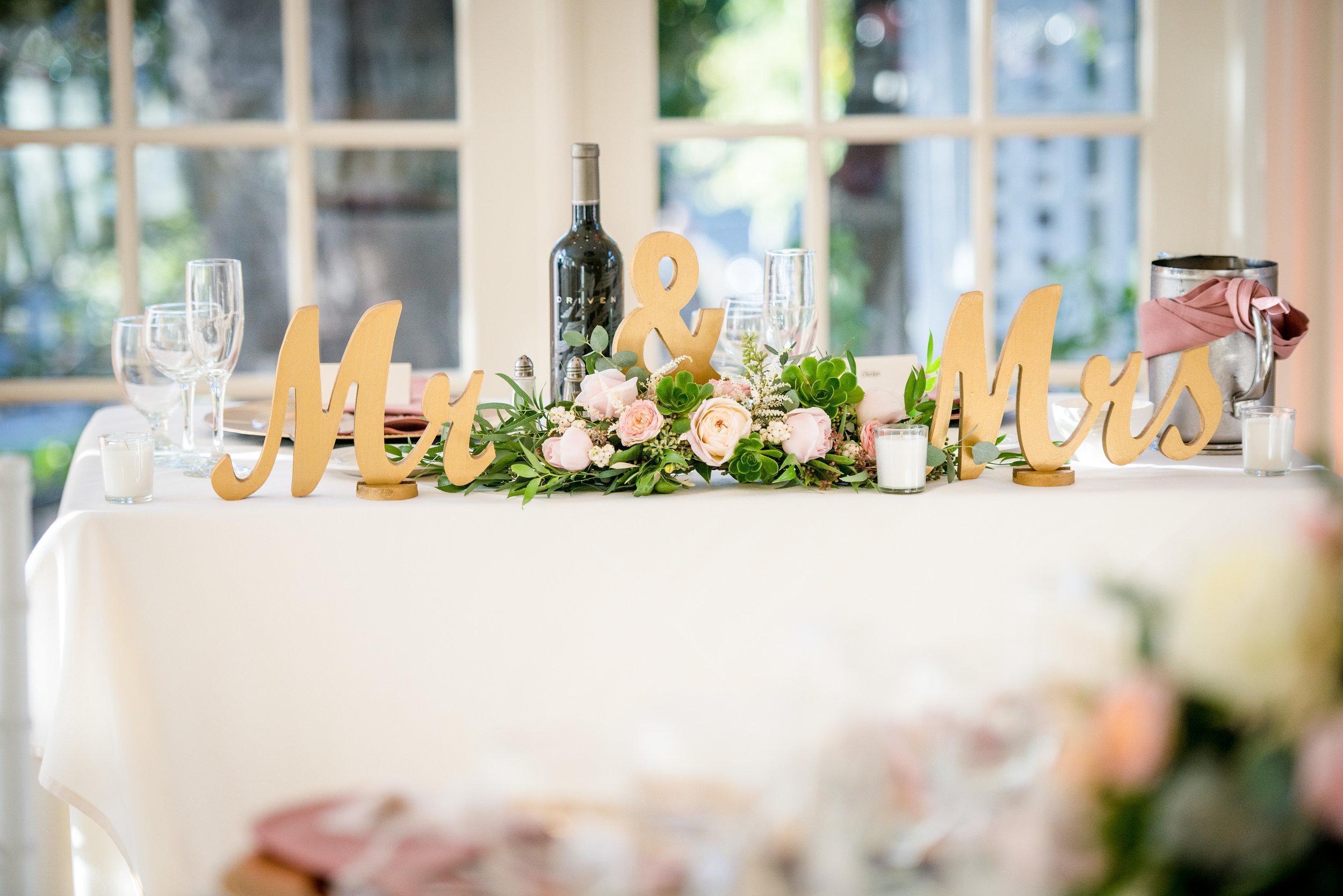Sweetheart_Table_Mr_Mrs_Head_Centerpiece_Vizcaya_Sacramento_Violette_Fleurs.jpg