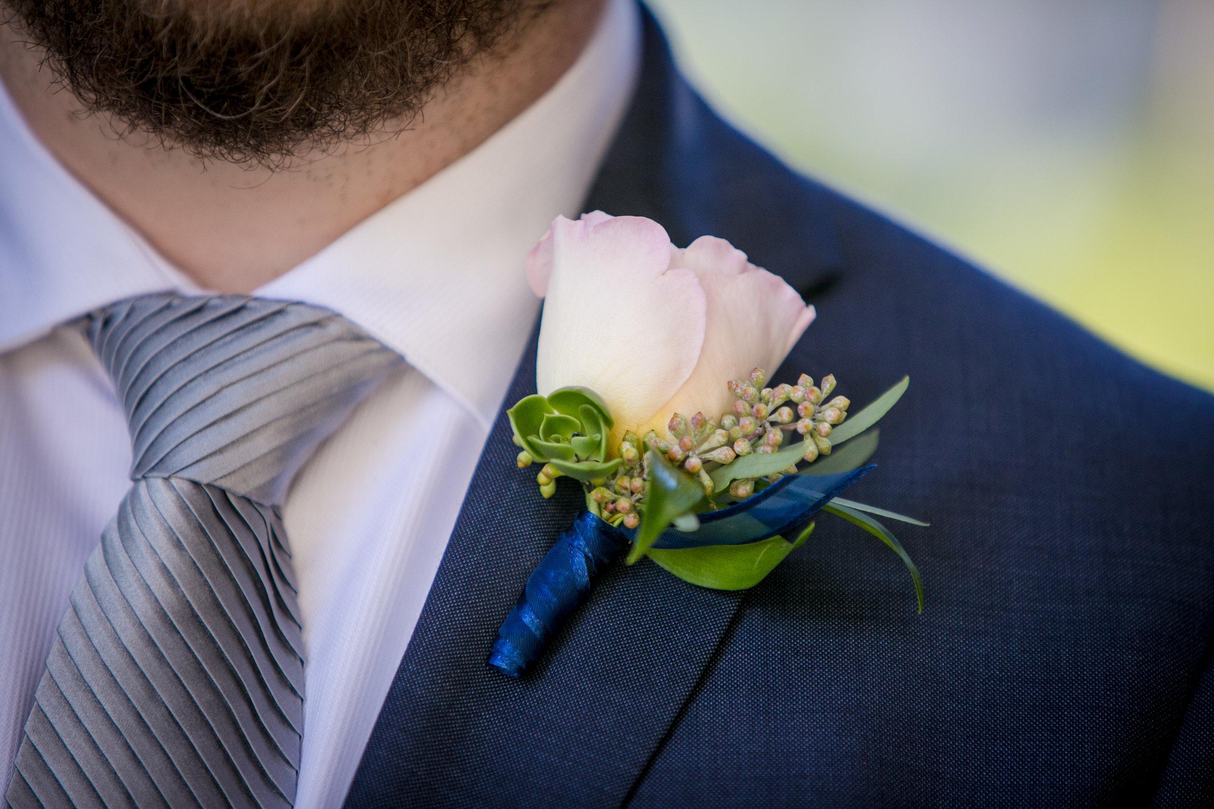 Groom_Boutonniere_Blush_Garden_Rose_Vizcaya_Sacramento_Violette_Fleurs.jpg