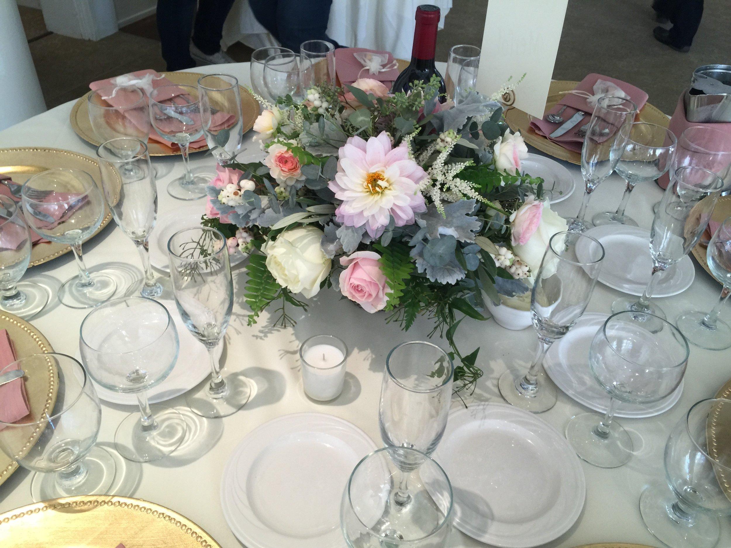 Low_Centerpiece_Guest_Table_Dahlia_Greens_Vizcaya_Sacramento_Violette_Fleurs.jpg