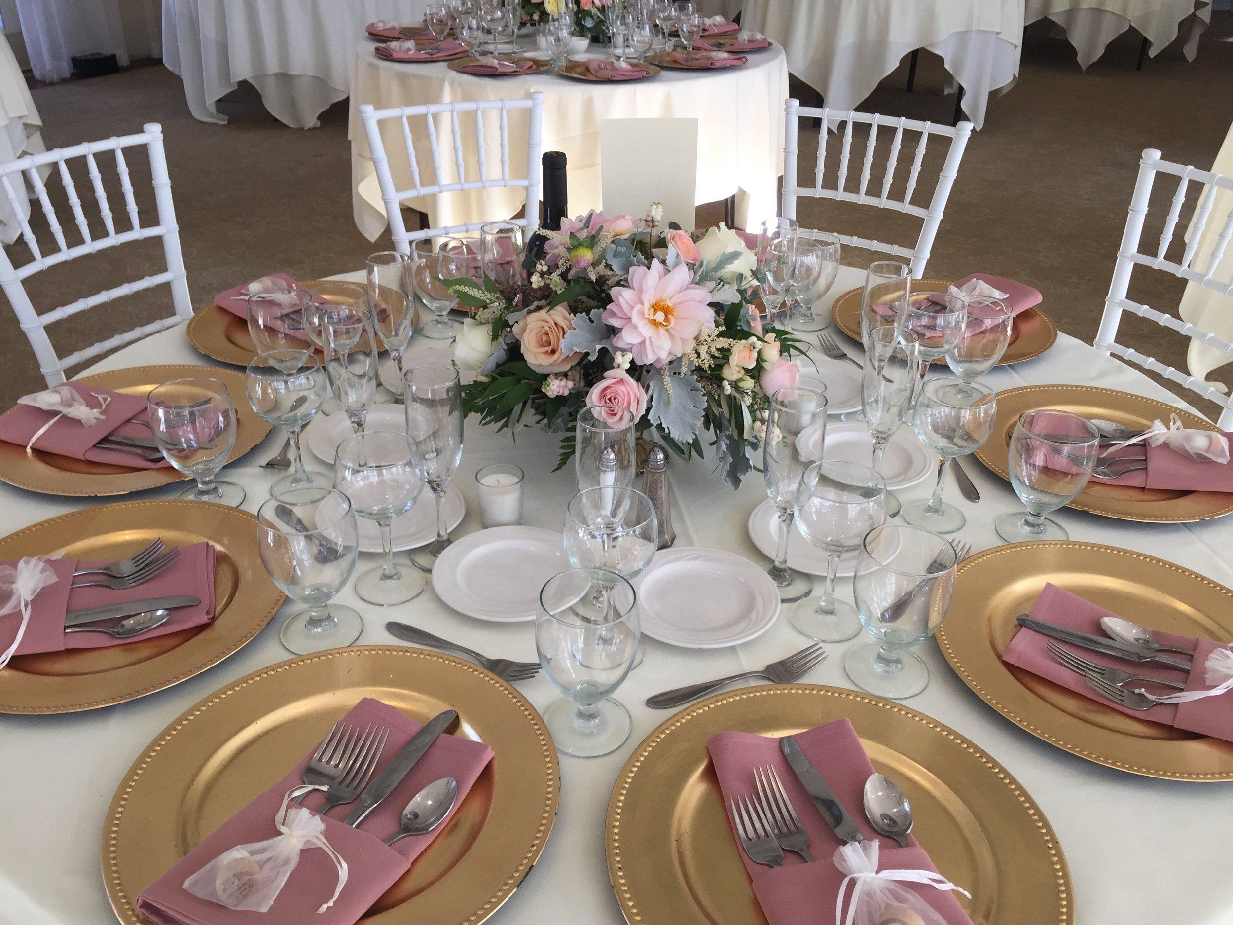 Guest_Table_Low_Centerpiece_Blush_Pink_Dahlia_Vizcaya_Sacramento_Violette_Fleurs.jpg