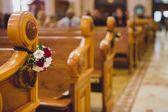 Aisle_Pew_Arrangements_Cathedral_Of_The_Blessed_Sacrament_Sacramento_Violette_Fleurs.jpeg