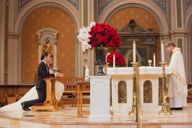 Classic_Wedding_Red_Roses_Cathedral_Of_The_Blessed_Sacrament_Sacramento_Violette_Fleurs.jpeg