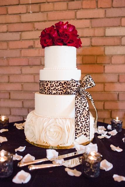 Wedding_Cake_Topper_Red_Roses_Citizen_Hotel_Sacramento_Violette_Fleurs.jpeg