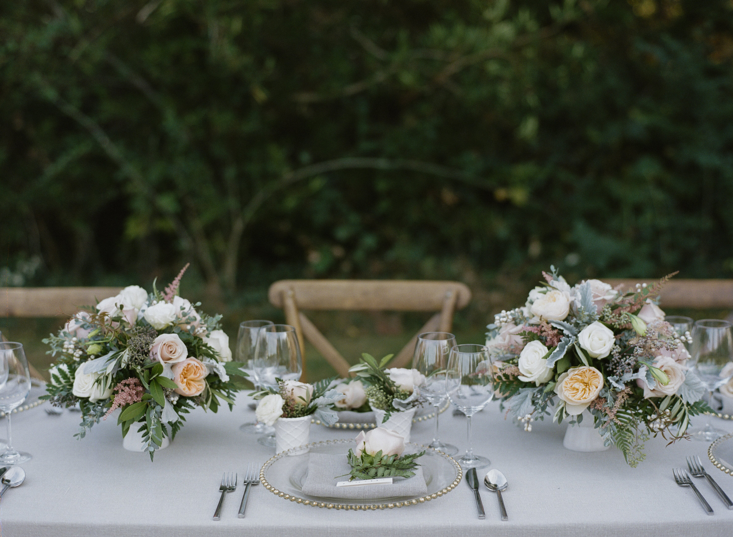 Violette-fleurs-roseville-sacramento-california-Flower-farm-inn-wedding-florist-spring-tablescape-blush-peach.jpg