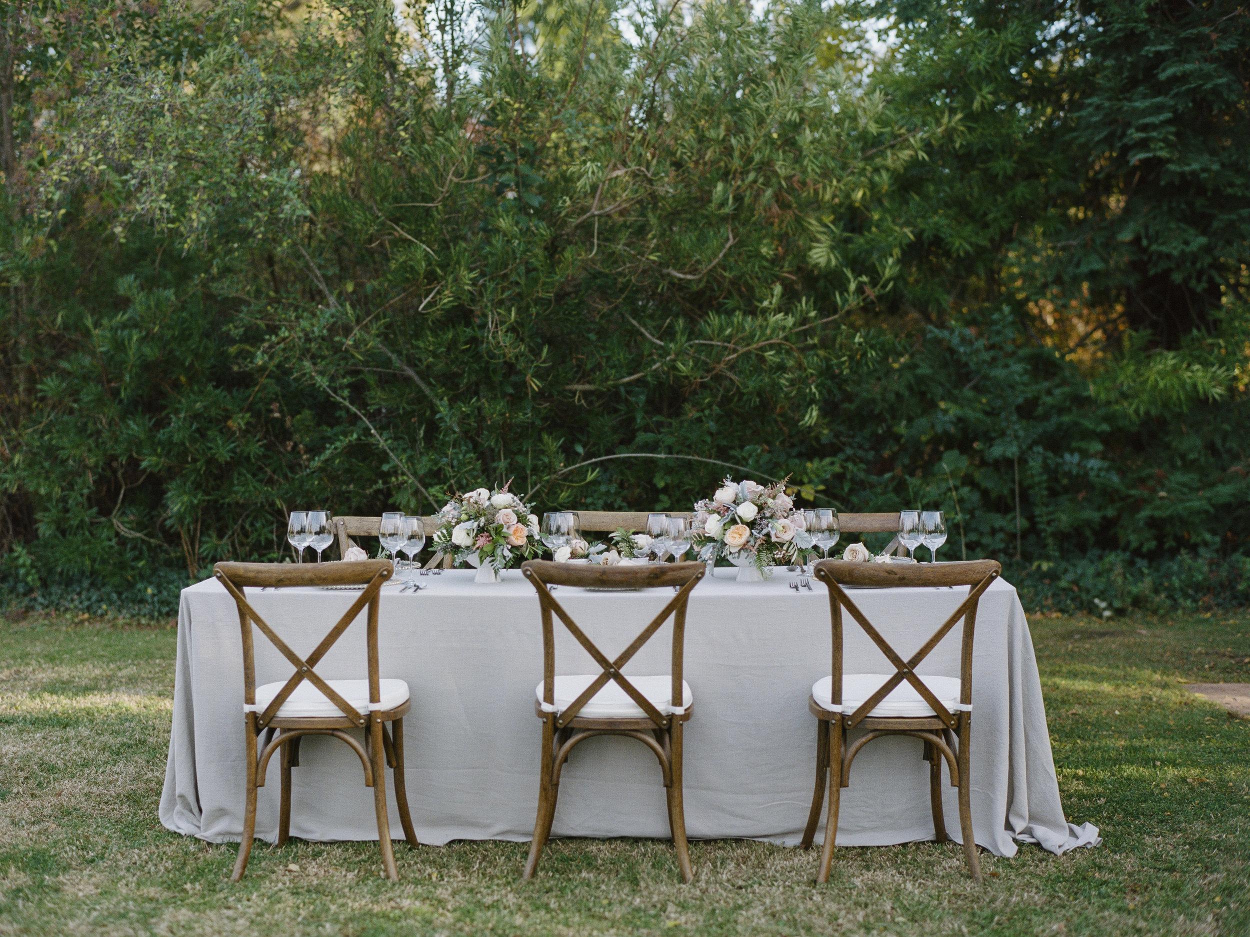 Violette-fleurs-roseville-sacramento-california-Flower-farm-inn-wedding-florist-spring-tablescape-blush-peach-gray.jpg