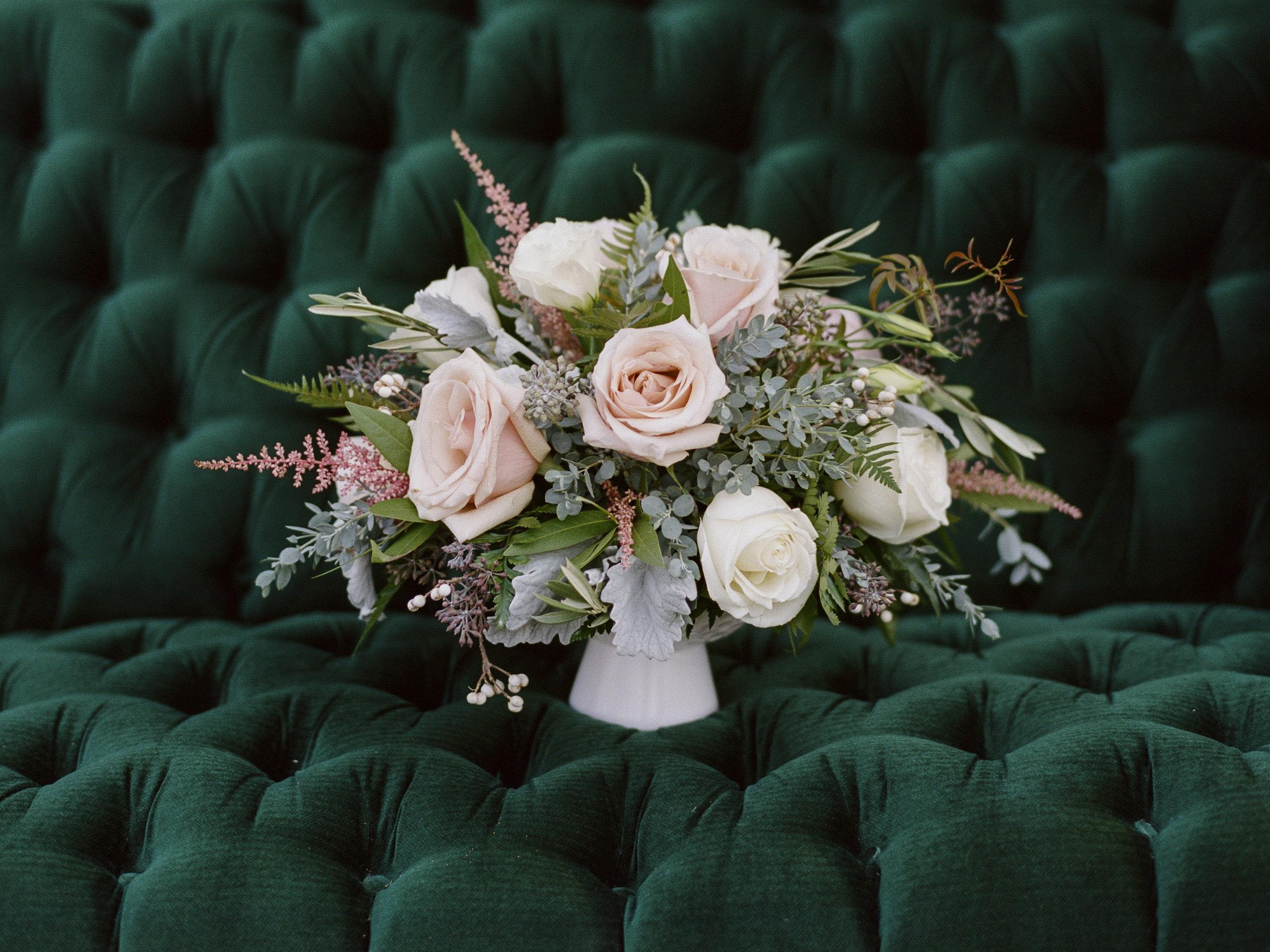 Violette-fleurs-roseville-sacramento-california-Flower-farm-inn-wedding-florist-spring-centerpiece-blush-peach.jpg