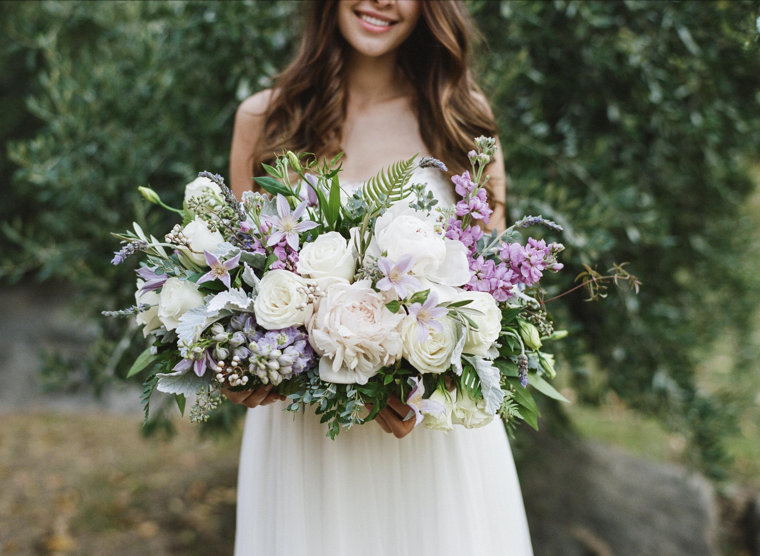 Violette-fleurs-roseville-sacramento-california-Flower-farm-inn-wedding-florist-spring-bride-holding-flowers-blush-lavender.jpg