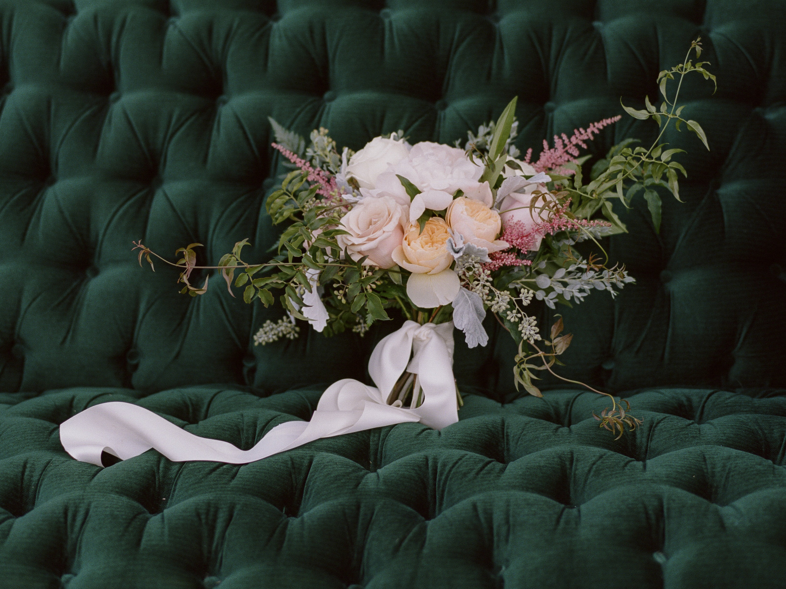 Violette-fleurs-roseville-sacramento-california-Flower-farm-inn-wedding-florist-spring-bridal-bouquet-blush-peach.jpg