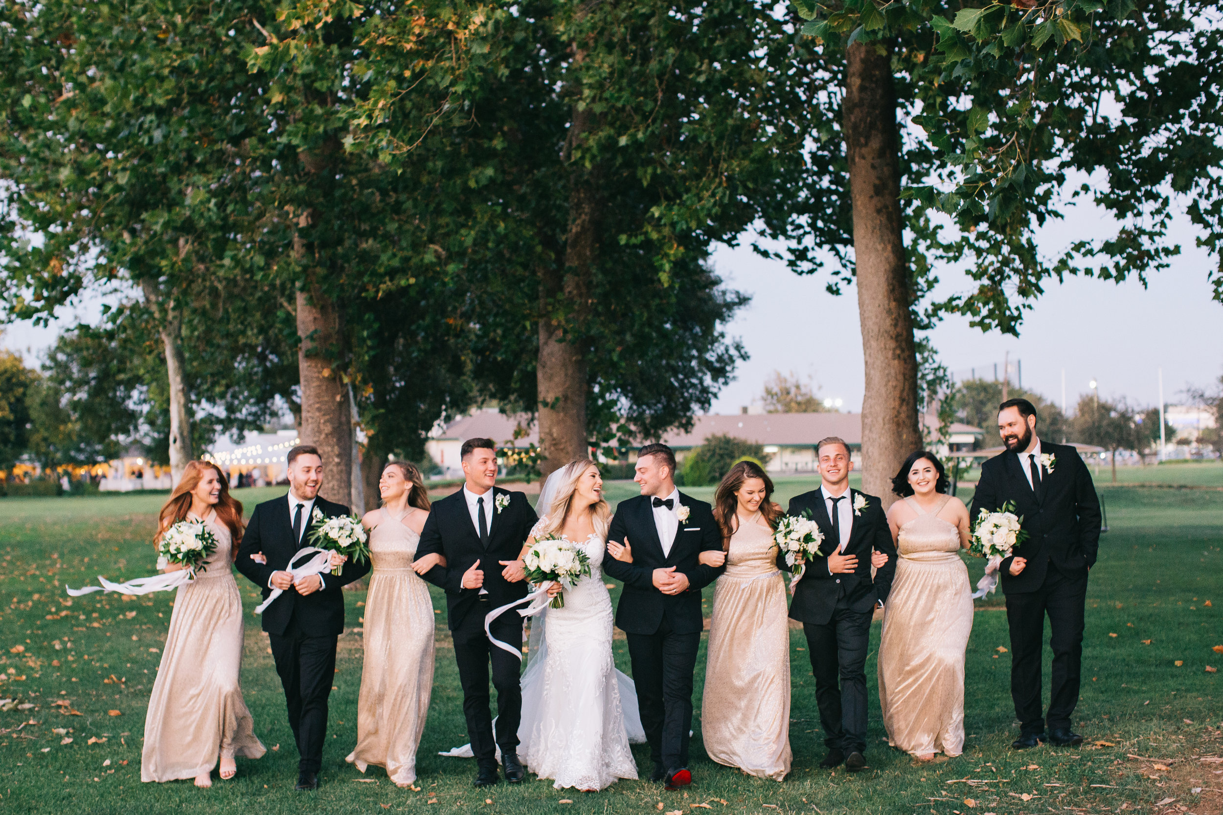 bridal_party_bouquets_boutonniere_silk_flowing_ribbon_violette_fleurs_anna_perevertaylo.jpg
