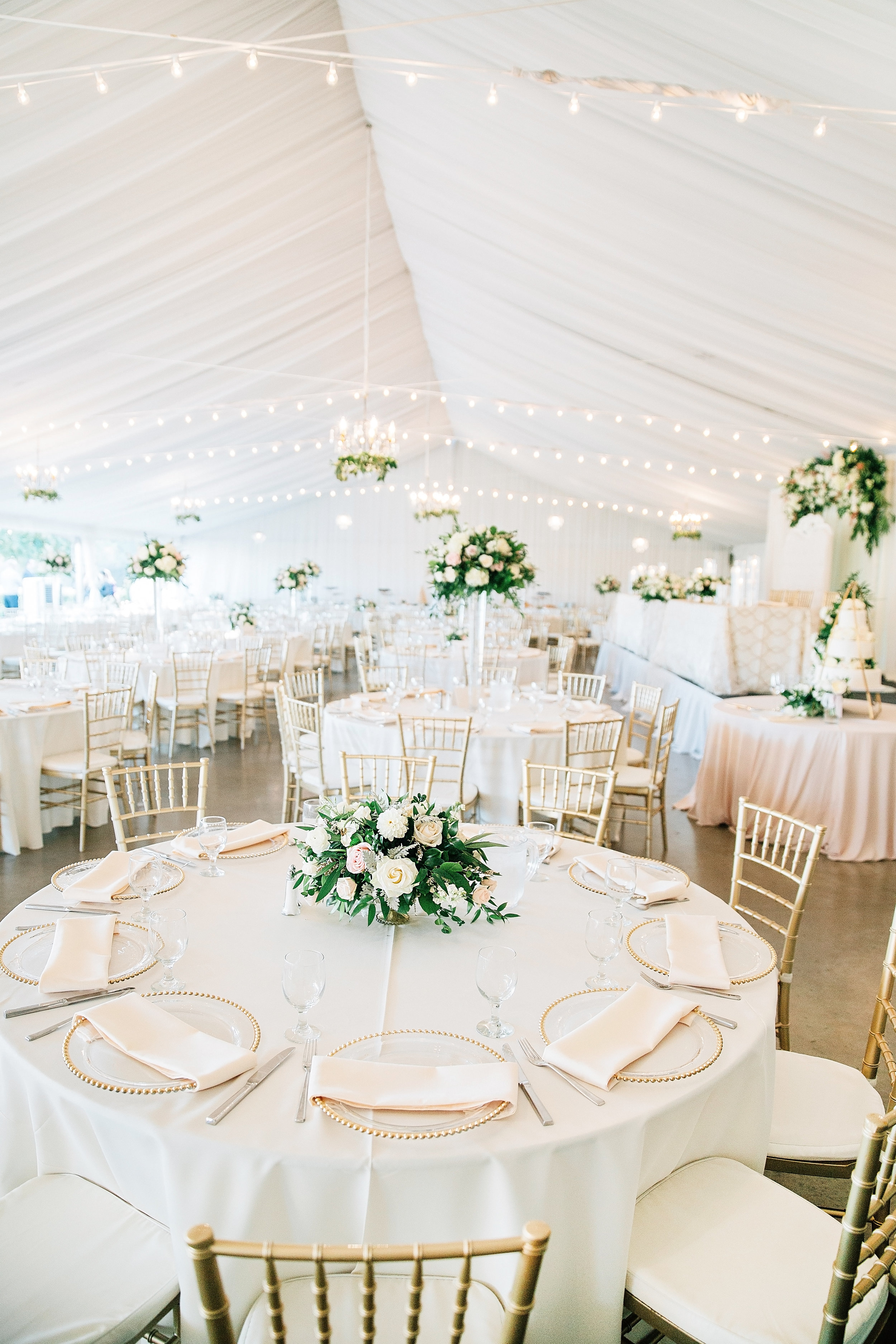 tall_short_centerpieces_white_blush_flowers_greenery_violette_fleurs_haggin_oaks_anna_perevertaylo.jpg