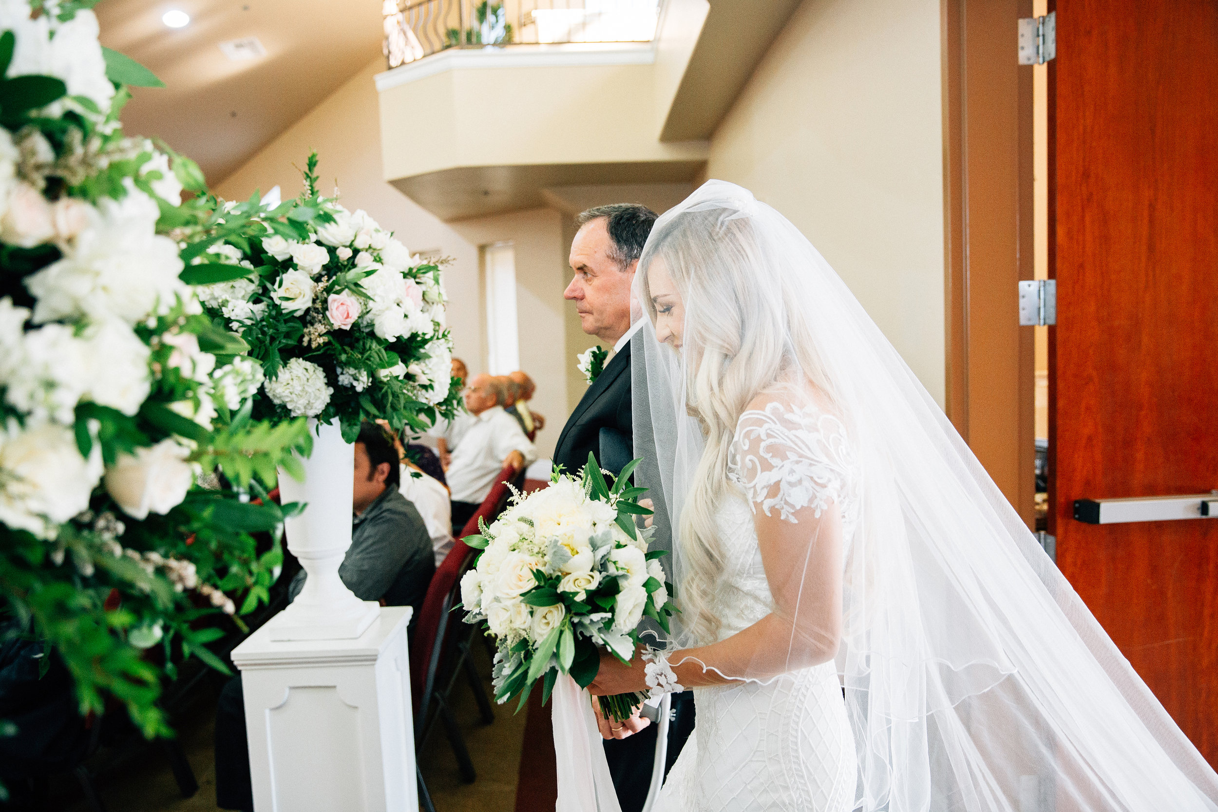 father_bride_aisle_white_flowers_violette_fleurs_anna_perevertaylo.jpg