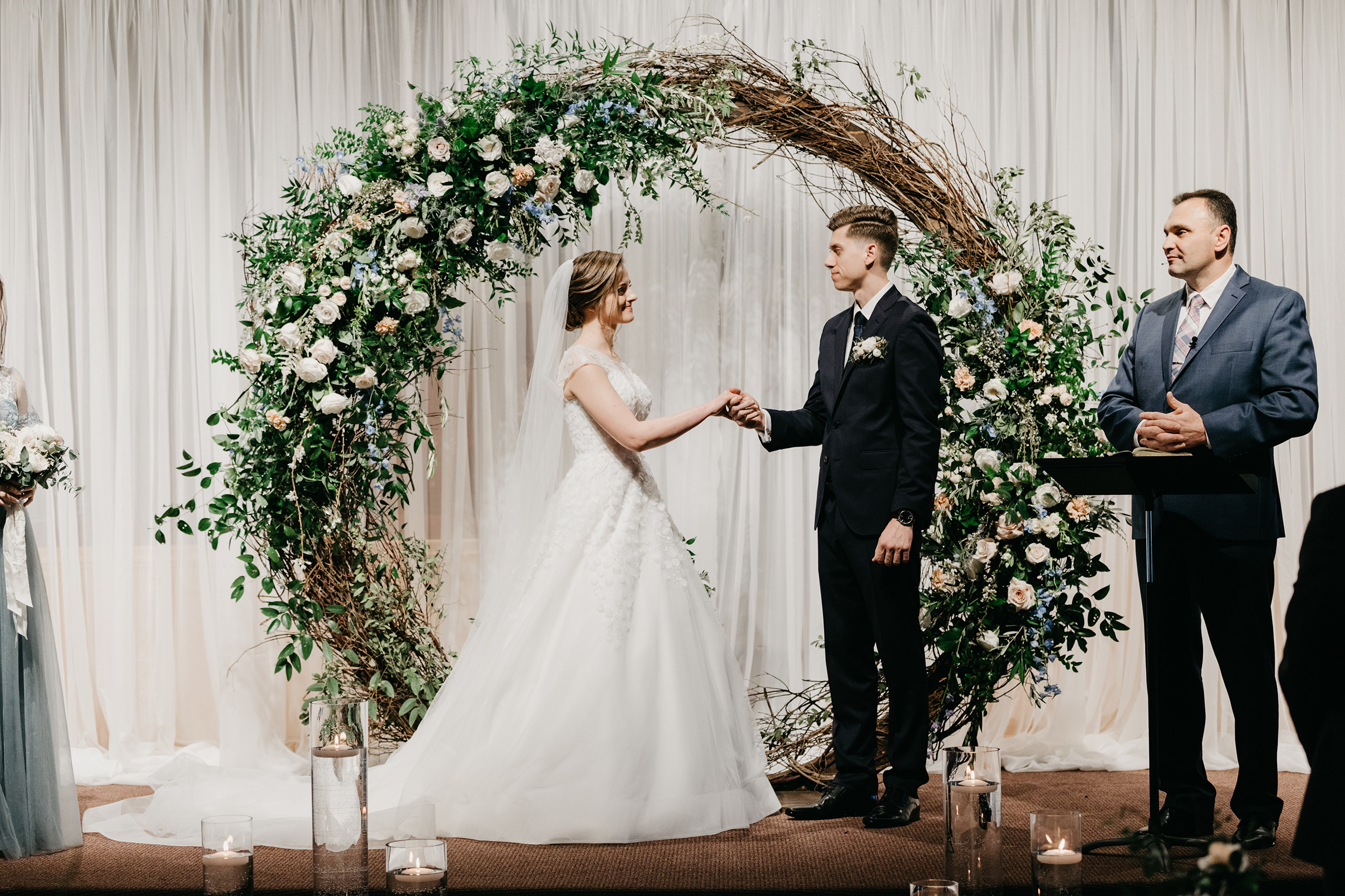 Violette-fleurs-event-design-roseville-Nelli-noel-photography-the-falls-event-center-Curated-Classic-Wedding-design-Sacramento-Installations-round-arch-ceremony.jpg