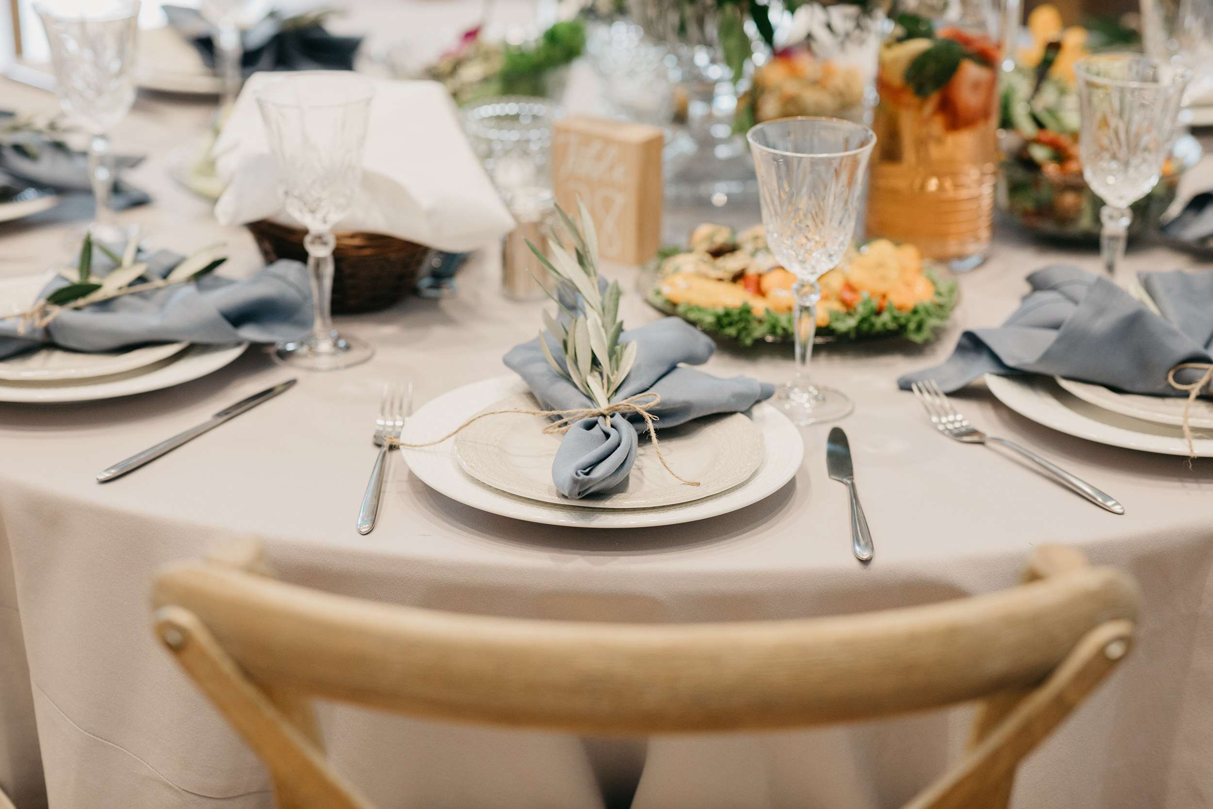 Violette-fleurs-event-design-roseville-Nelli-noel-photography-the-falls-event-center-Curated-Beautiful-Destination-Decor-place-settings.jpg