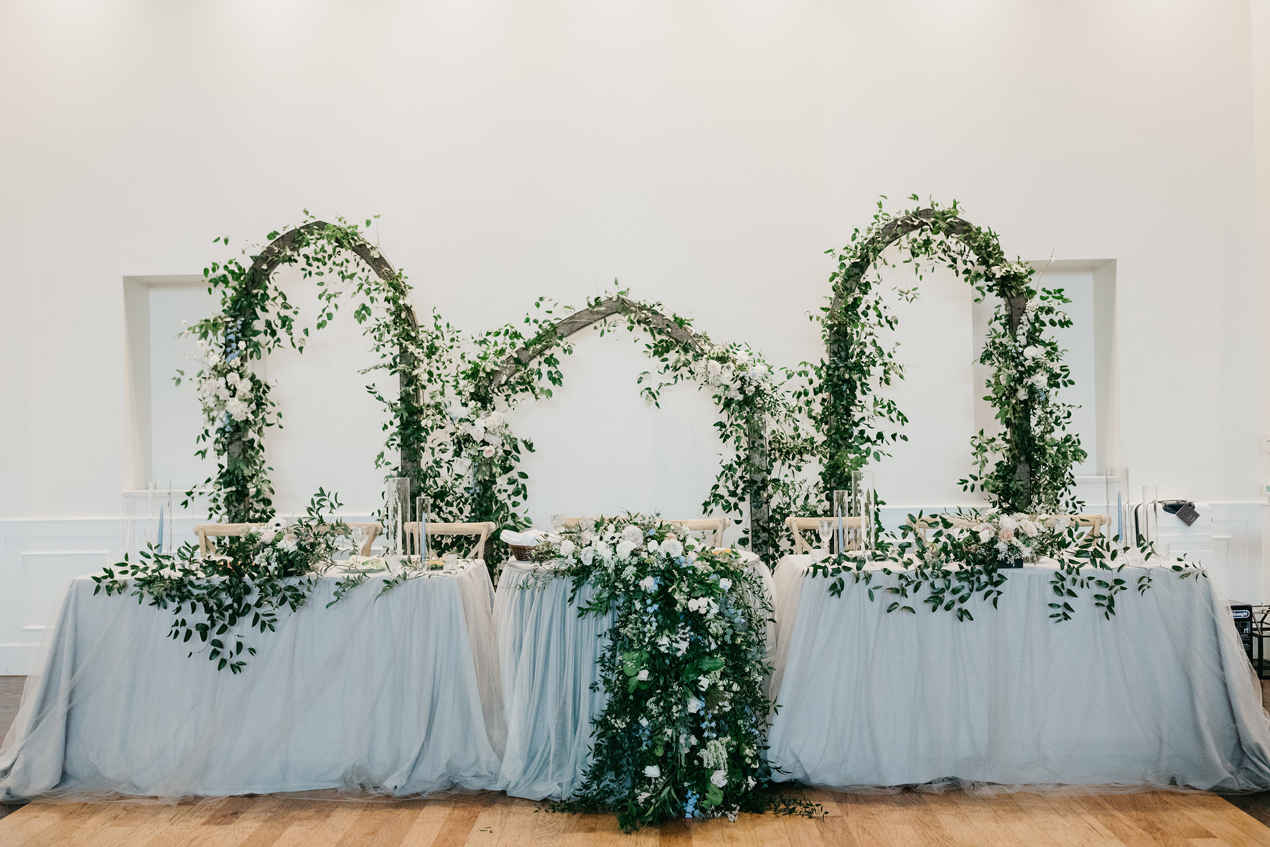 Violette-fleurs-event-design-roseville-Nelli-noel-photography-the-falls-event-center-Curated-Beautiful-Decor-head-table-reception.jpg