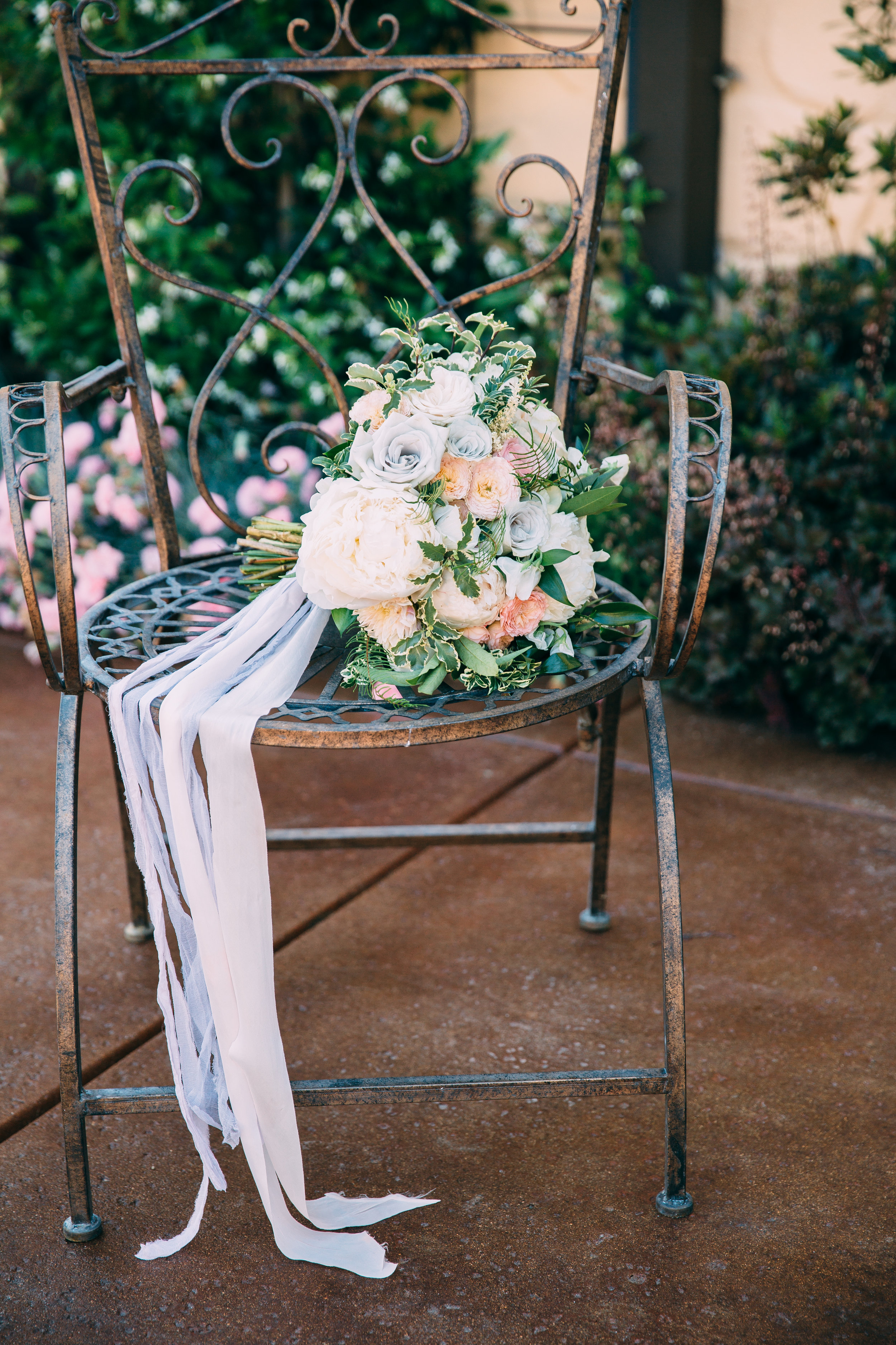Violette-fleurs-anna-perevertaylo-White-Blush-elegant-flowers-for-wedding-decor-upscale-design-roseville-sacramento-california-rancho-robles-vinyards-lincoln-elegant-luxury-blush-bridal-bouquet-flowing-long-silk-ribbon.jpg