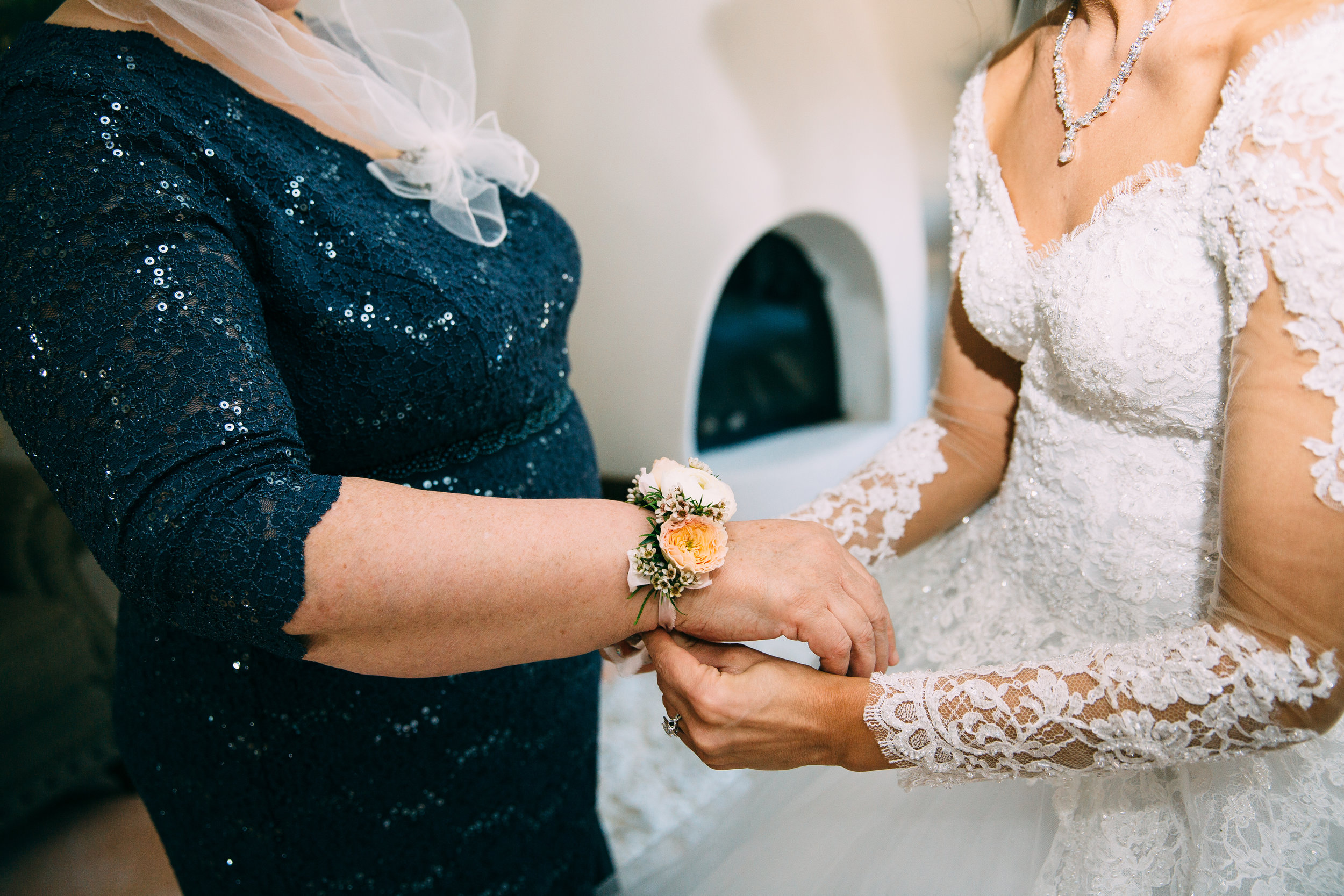 Violette-fleurs-anna-perevertaylo-White-Blush-elegant-flowers-for-wedding-decor-upscale-design-roseville-sacramento-california-rancho-robles-vinyards-lincoln-elegant-luxury-bride-mother-corsage.jpg
