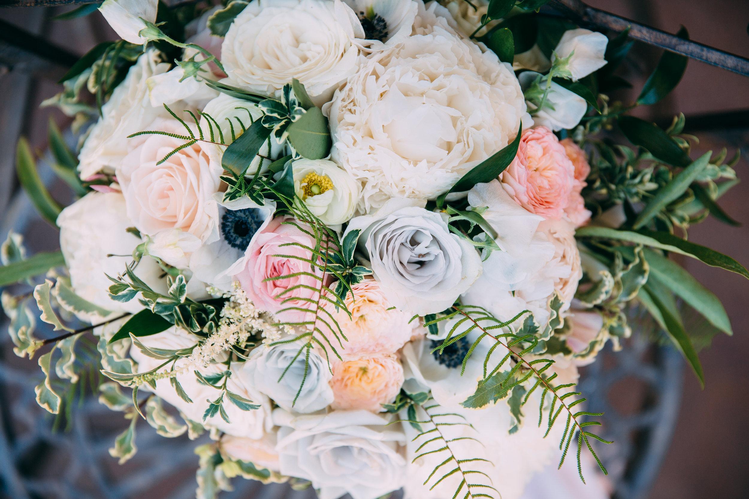 Violette-fleurs-anna-perevertaylo-White-Blush-elegant-flowers-for-wedding-decor-upscale-design-roseville-sacramento-california-rancho-robles-vinyards-lincoln-elegant-luxury-bridal-bouquet.jpg