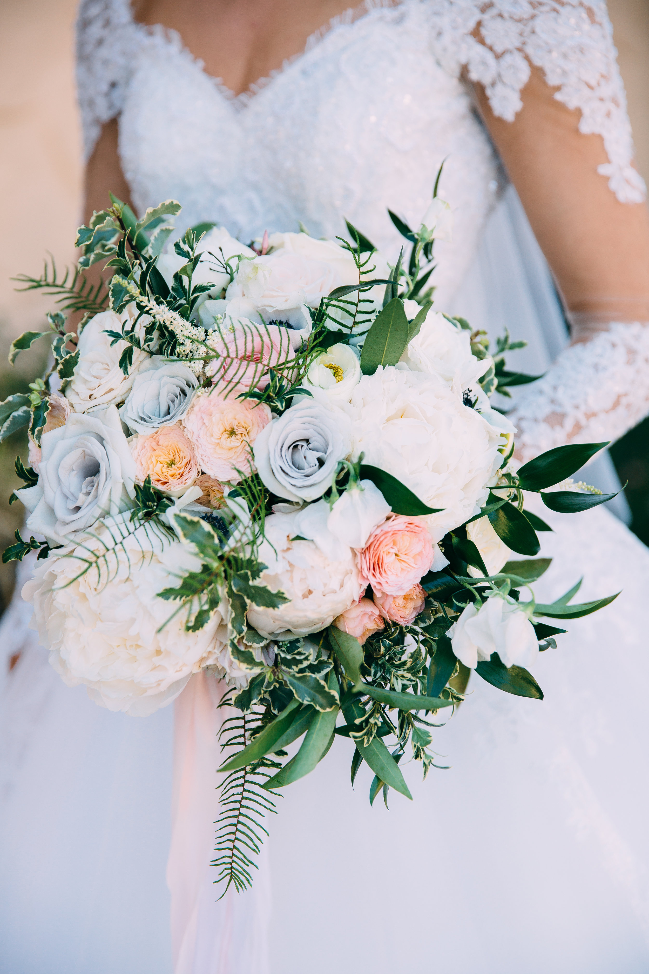 Violette-fleurs-anna-perevertaylo-White-Blush-elegant-flowers-for-wedding-decor-upscale-design-roseville-sacramento-california-rancho-robles-vinyards-lincoln-elegant-luxury-blush-whimsical-bridal-bouquet-beautiful-dress.jpg