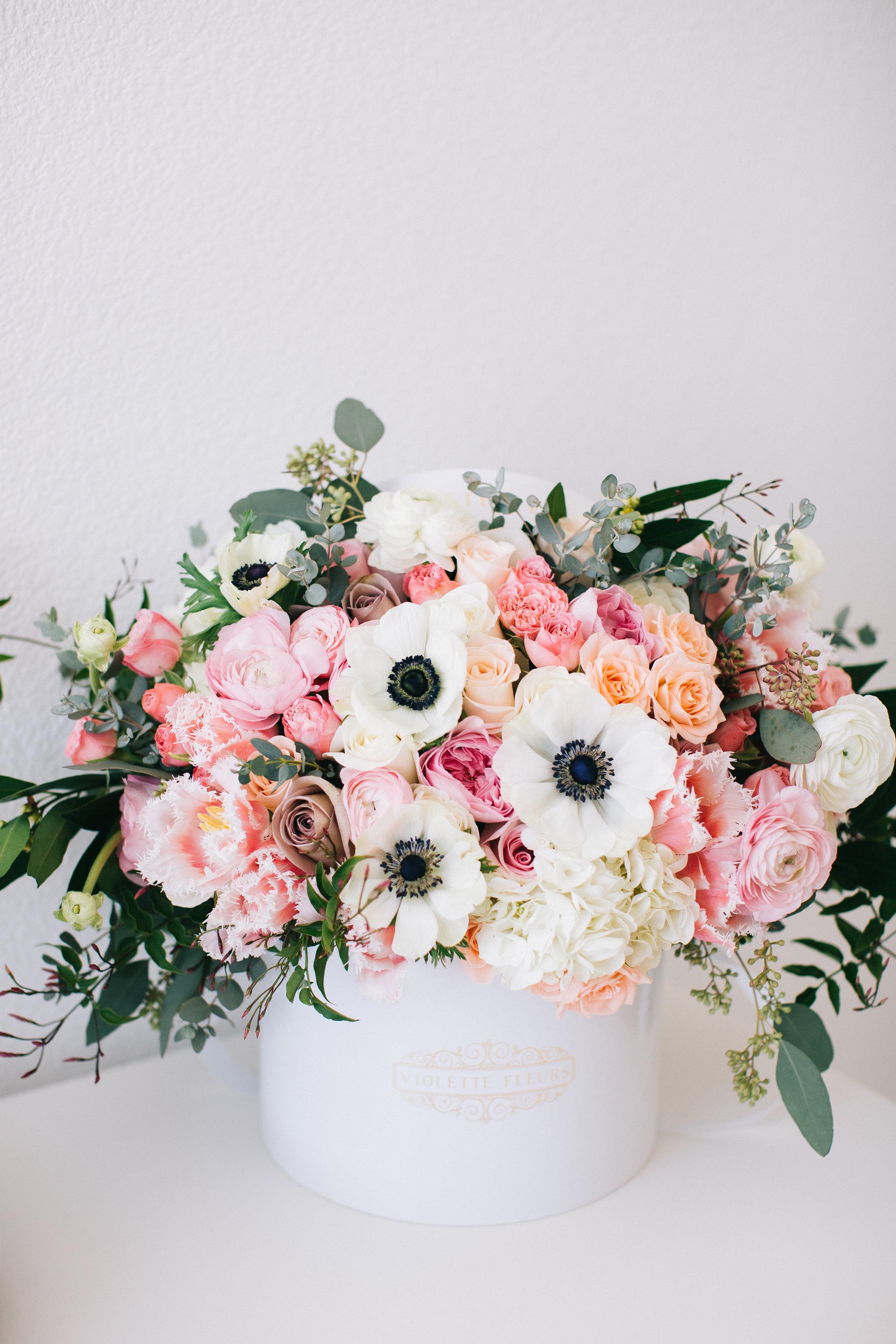 Violette-fleurs-roseville-sacramento-california-anna-perevertaylo-photography-blush-hatbox-flowers.jpg