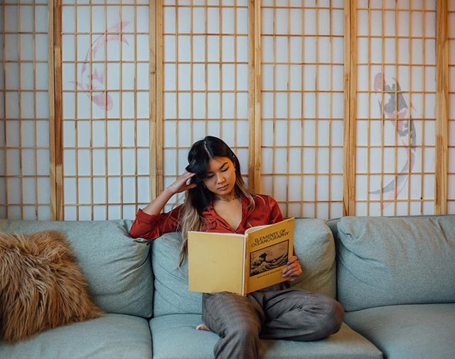 The beautiful @murphygracie reading and relaxing in our Zen Suite. Captured by @rosiesimmons 💫 . . . . . #mycoralhome #mycoralphilly #fashionphotography #instafashion #visualsoflife #mytravelgram #modernhome #interior123 #photooftheday #throughthelens #fashionphotographer #postthepeople #phillyphire