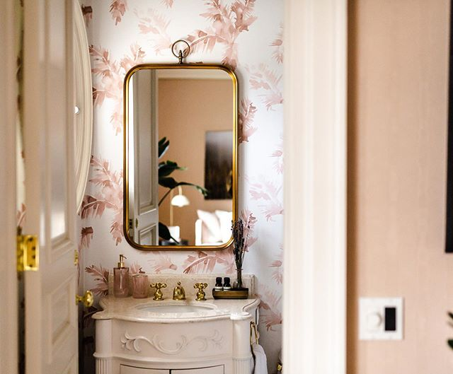 White and gold with a touch of pink made this picture perfect powder room complete. . . . . . . #escarpmenthouse #caledon #estatehouse #discoverontario #amazingplaces #luxury #estatehouses #condenastproperty #houseandhome #apartmenttherapy #homes #powderroom #bathroominspo #interiordesign #torontoeventspaces #weekendgetaway #escapethecity #designinspo #vacationrental #housephotography #corporateretreat #torontoevents #receptionspace #workgetaway #niagaraescarpment
