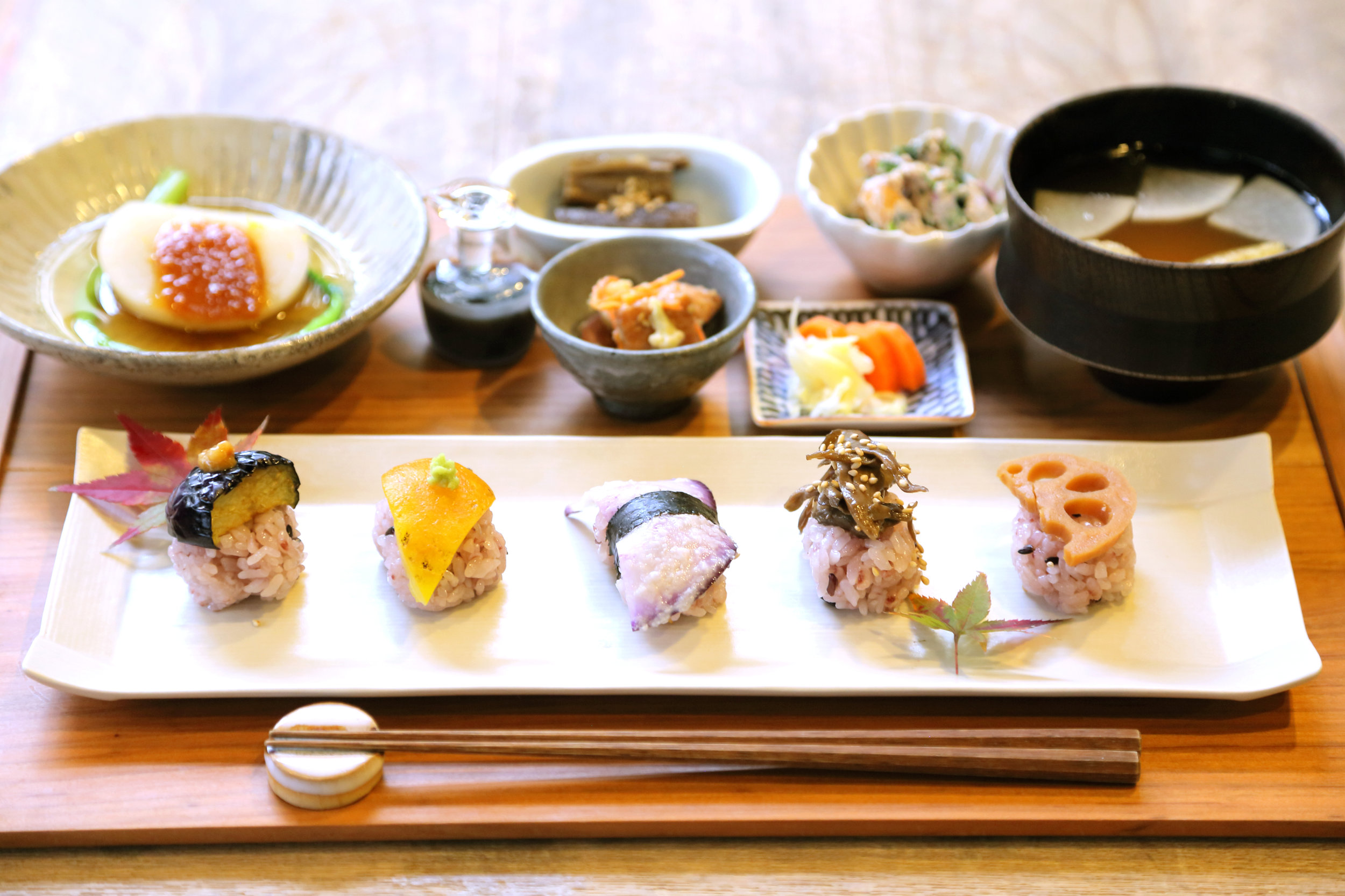 Re:gendo - The relaxing atmosphere at this 80 year old house in Nishi-Ogikubo makes you feel as if you were at your own dinner table. We hope you enjoy the large selection of wonderful dishes we have prepared for our diners.