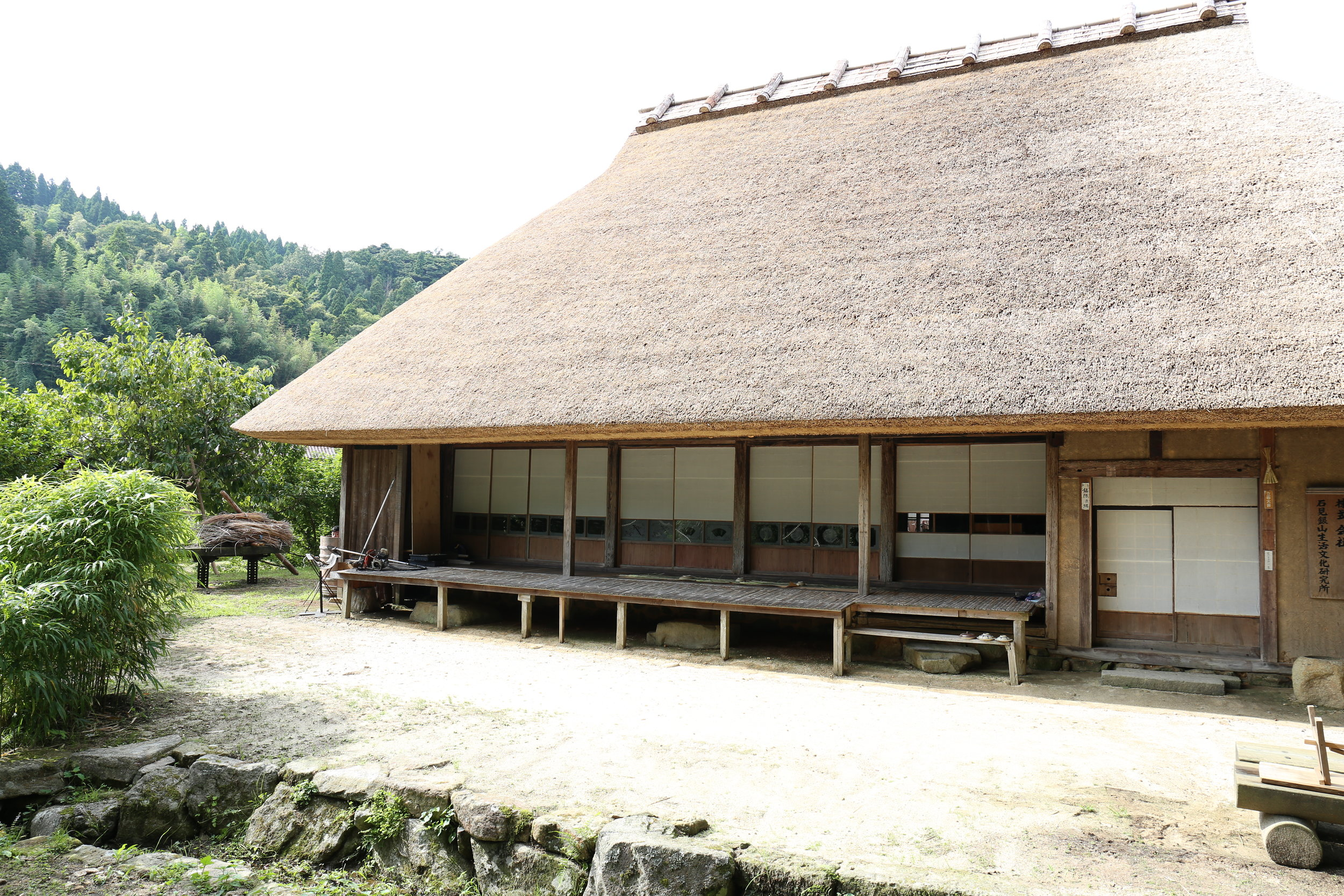 鄙舎 Hinaya - With a desire to recreate not only the house but the lifestyle itself, this thatched-roof house was dismantled and brought from Hiroshima to Shimane, where it was reconstructed. It is the symbol of our company.