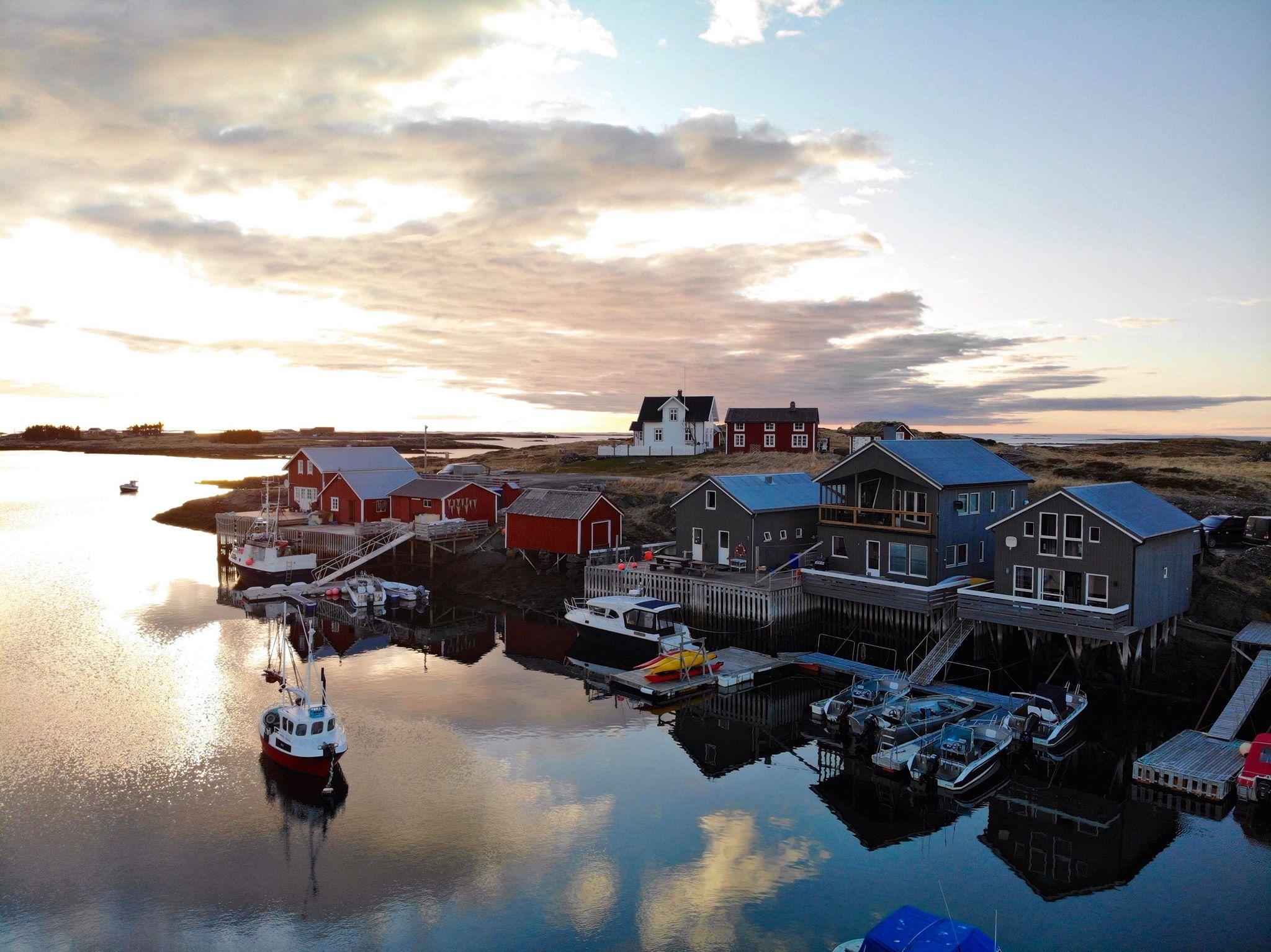 Bryggeloftet - På bryggeloftet kan dere bo i en koselig leilighet med fantastisk utsikt over havna på Nes.